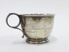 George VI silver christening mug engraved with chickens, Walker & Hall, Birmingham 1936, 7cm high