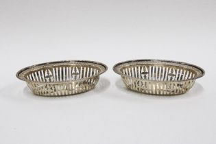 Pair of George V silver bonbon dishes with pierced decoration, London 1931, 11cm (2)