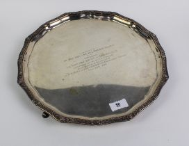 George V silver presentation tray of circular outline with a celtic knot border, with three hoof