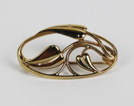 9ct gold Ortak brooch of open work design with flower heads, 3.5cm long