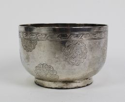 Chinese silver sugar bowl with engraved pattern of birds and clouds, 7cm diameter