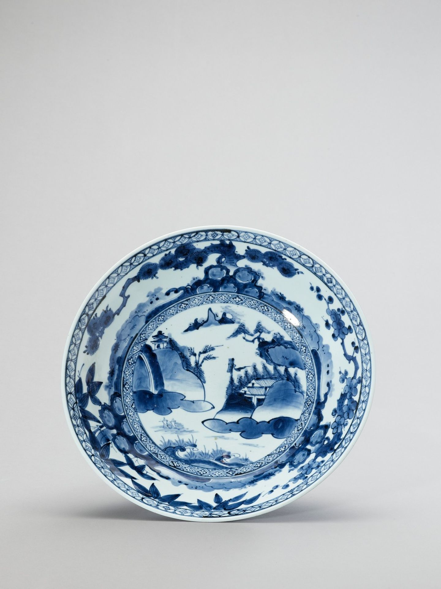 A BLUE AND WHITE ARITA PORCELAIN CHARGER
