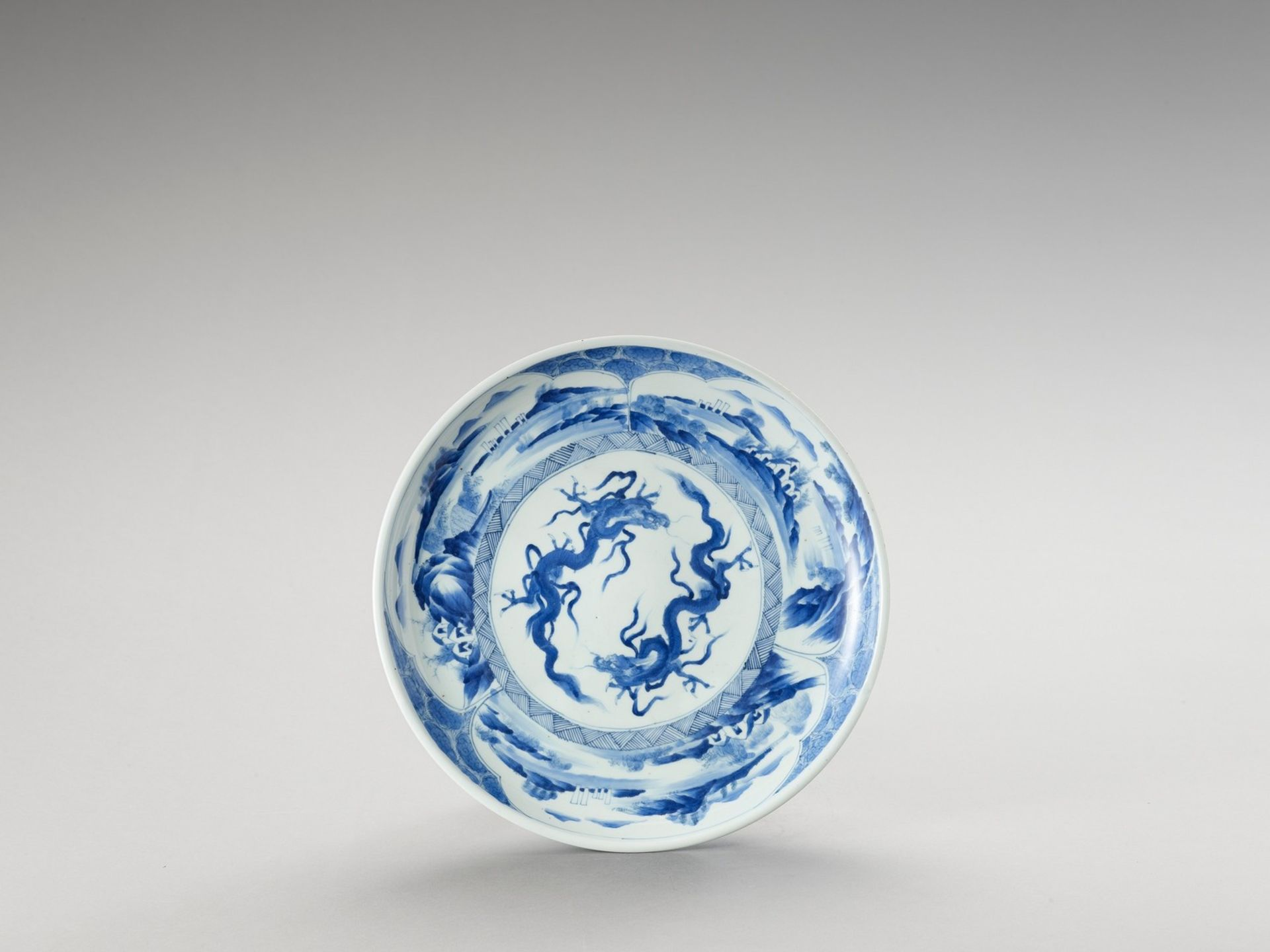 A BLUE AND WHITE PORCELAIN 'DRAGON' PLATE
