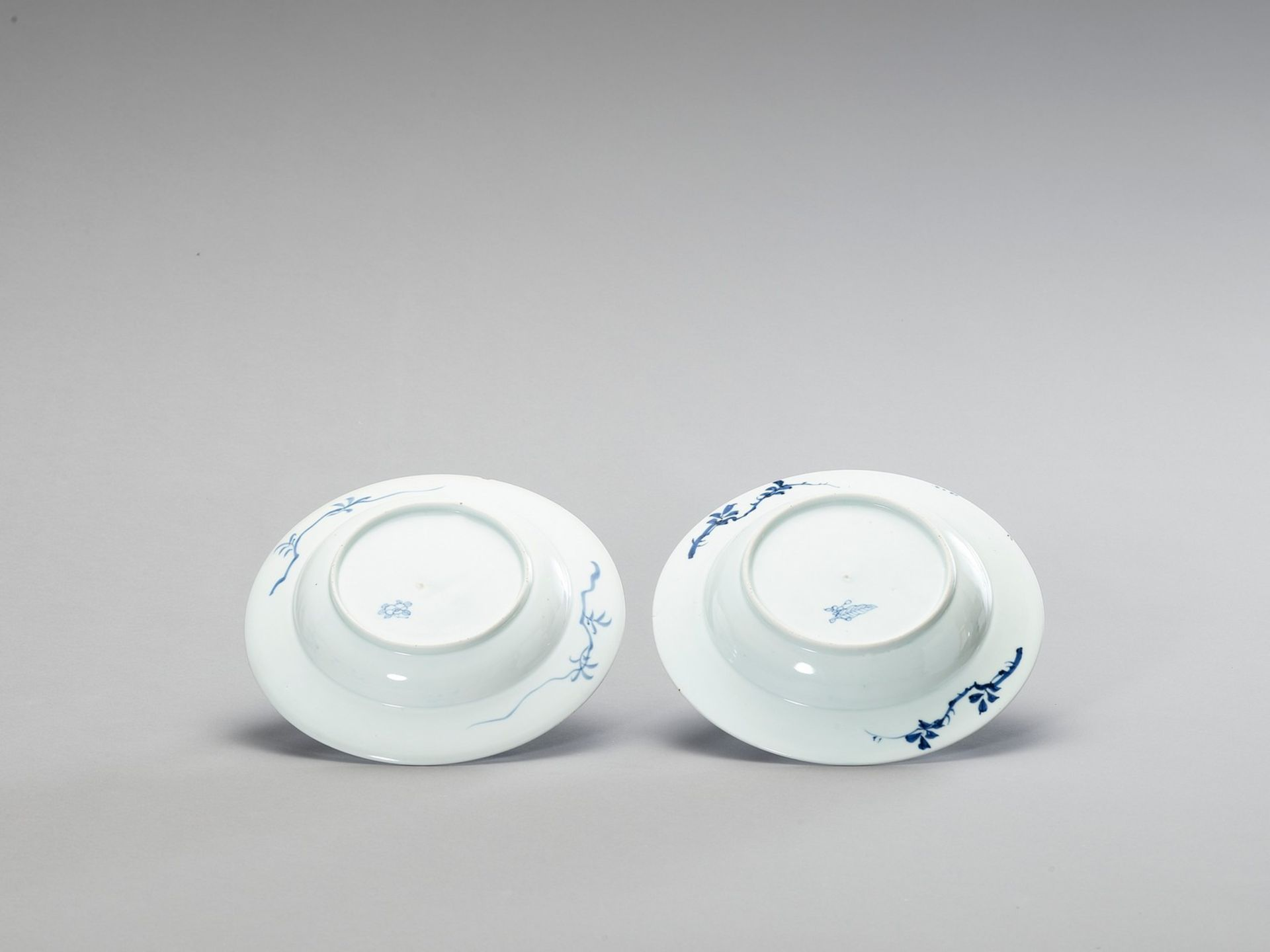 A PAIR OF BLUE AND WHITE PORCELAIN DISHES - Bild 3 aus 4