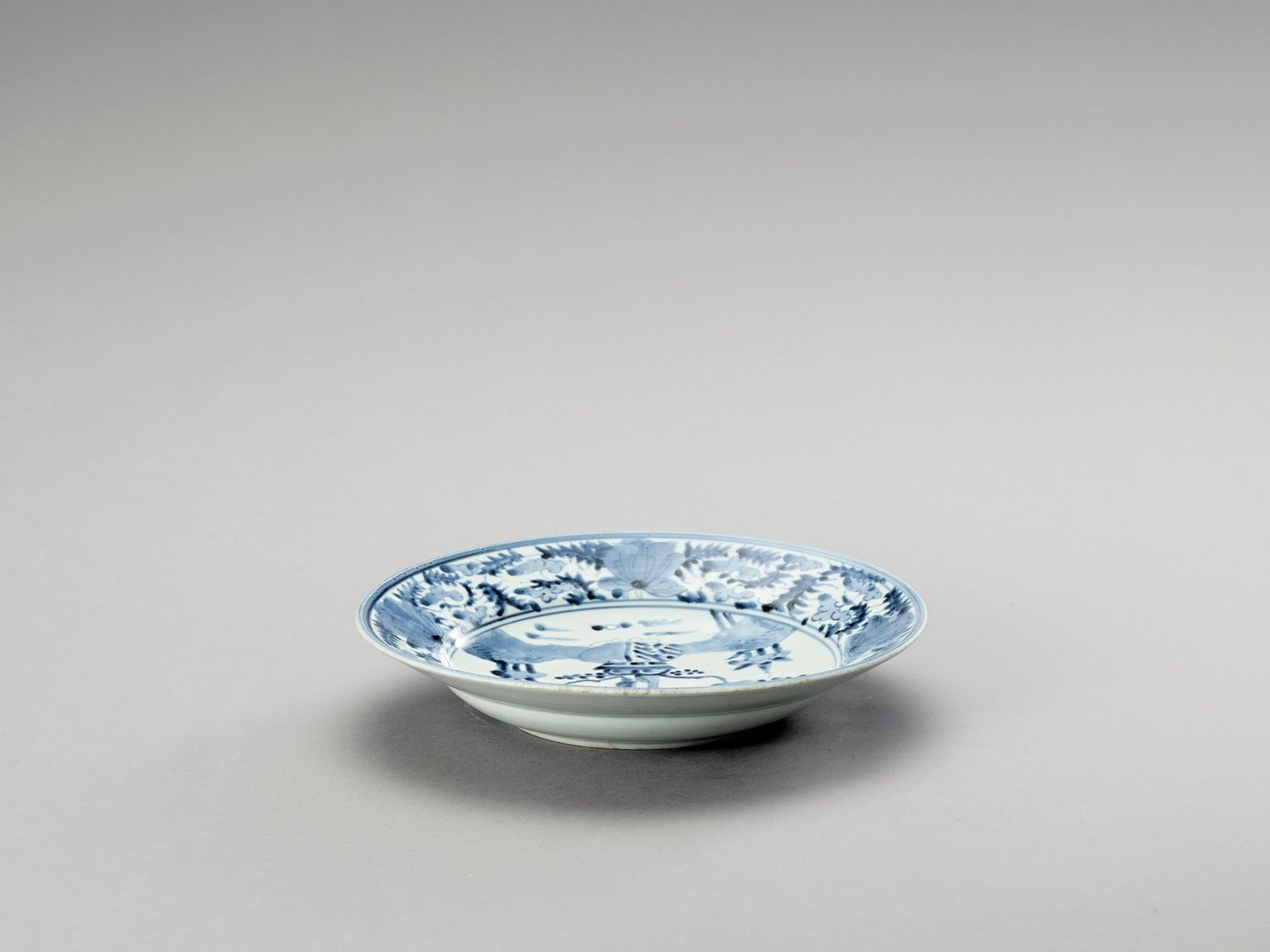 A 'KRAAK' STYLE BLUE AND WHITE PORCELAIN DISH - Image 4 of 4