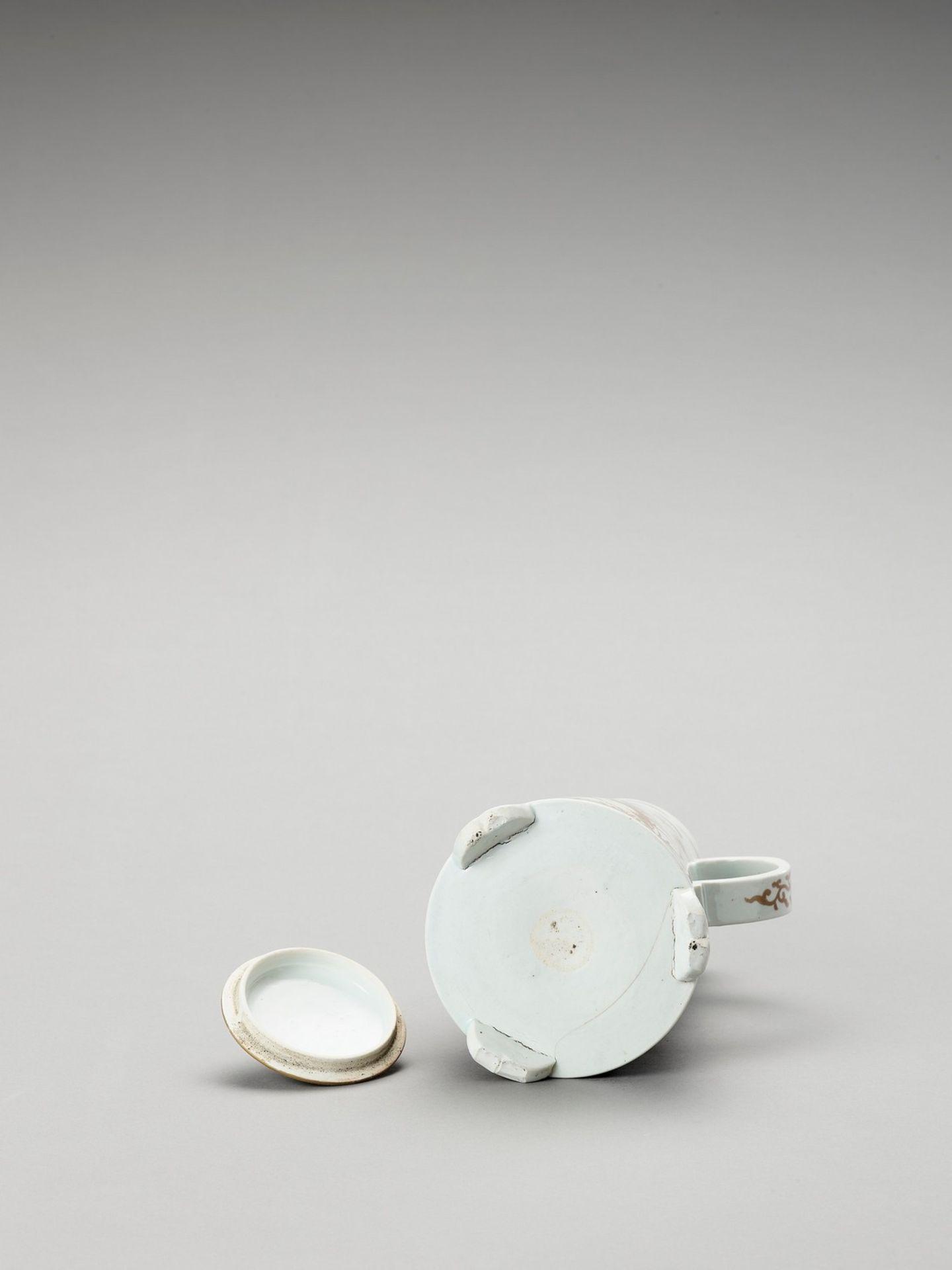 AN IMARI PORCELAIN COFFEE POT AND COVER - Bild 6 aus 6