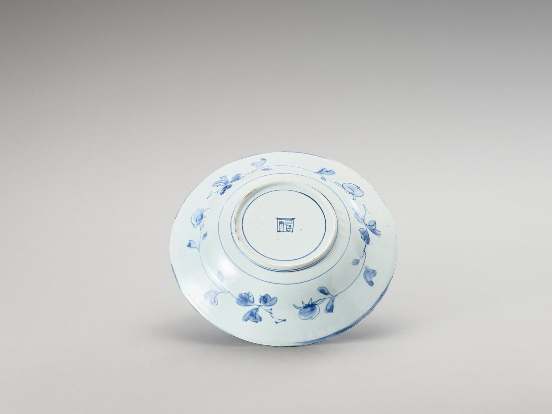 A BLUE AND WHITE PORCELAIN DISH - Bild 3 aus 4