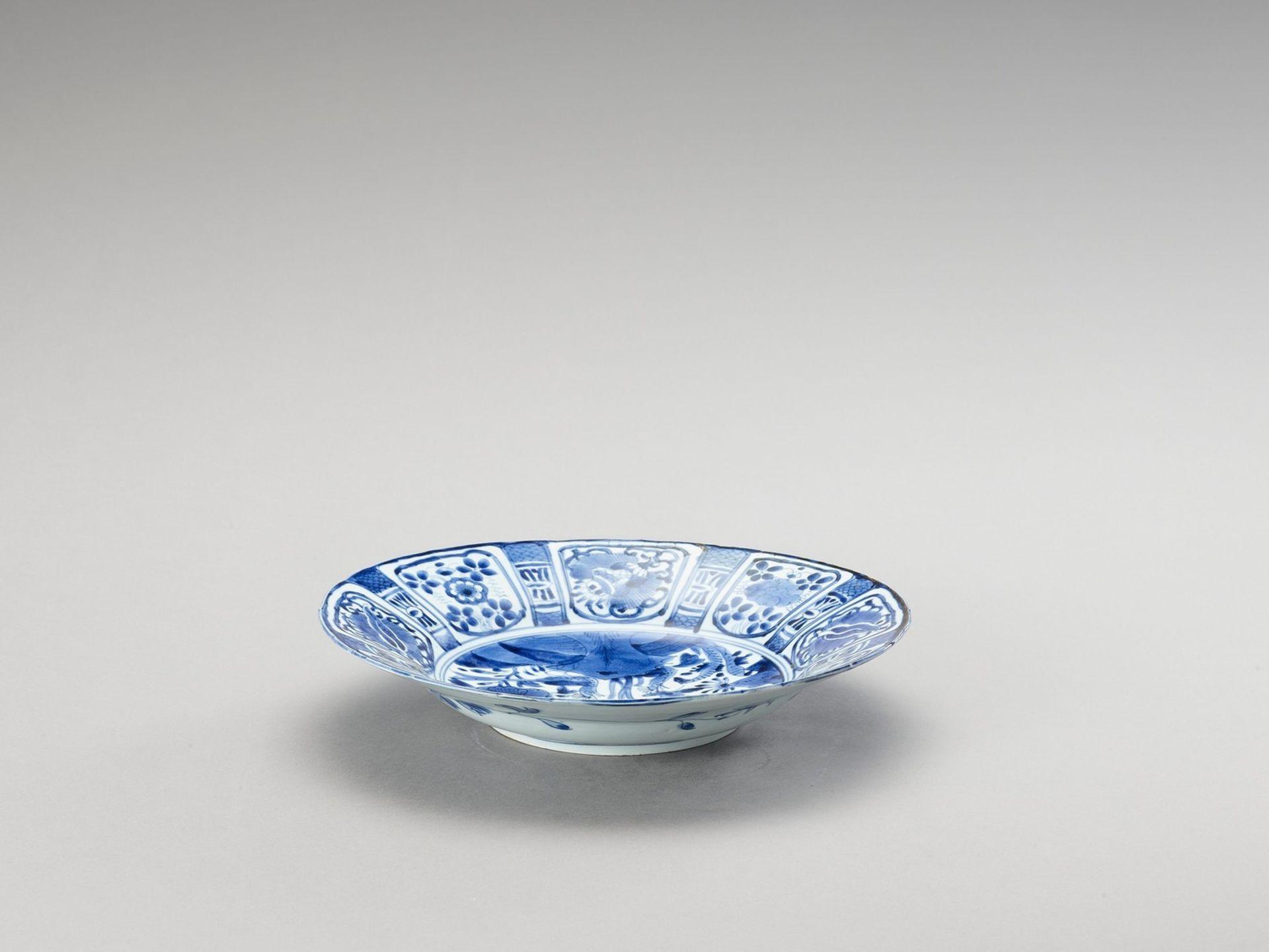 A BLUE AND WHITE PORCELAIN DISH - Bild 4 aus 4