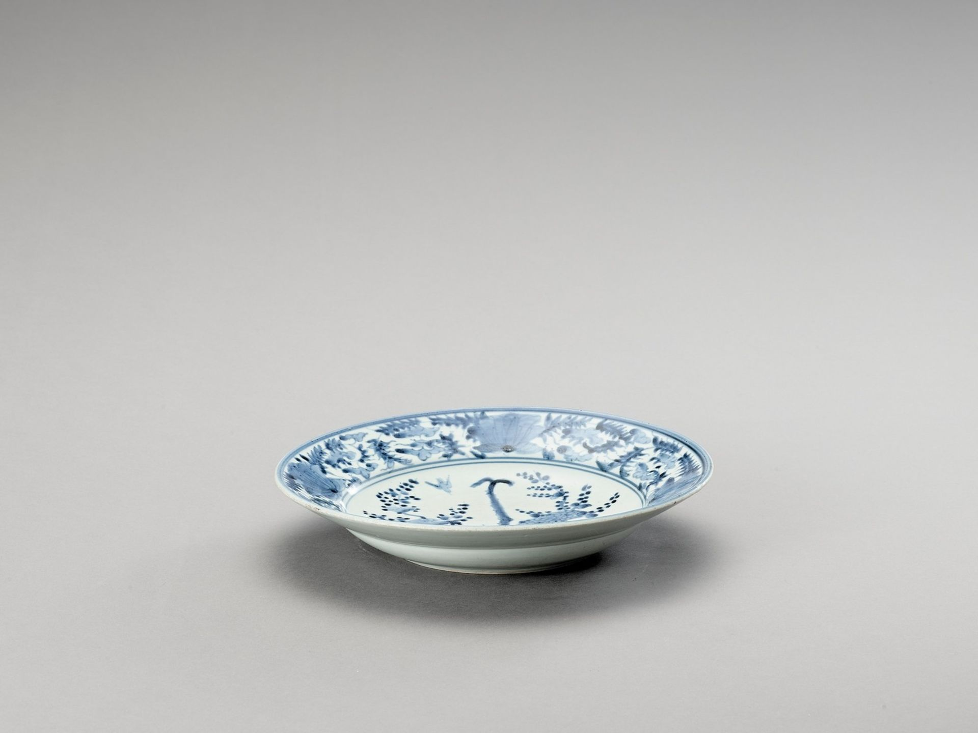 A 'KRAAK' STYLE BLUE AND WHITE PORCELAIN DISH - Image 2 of 4