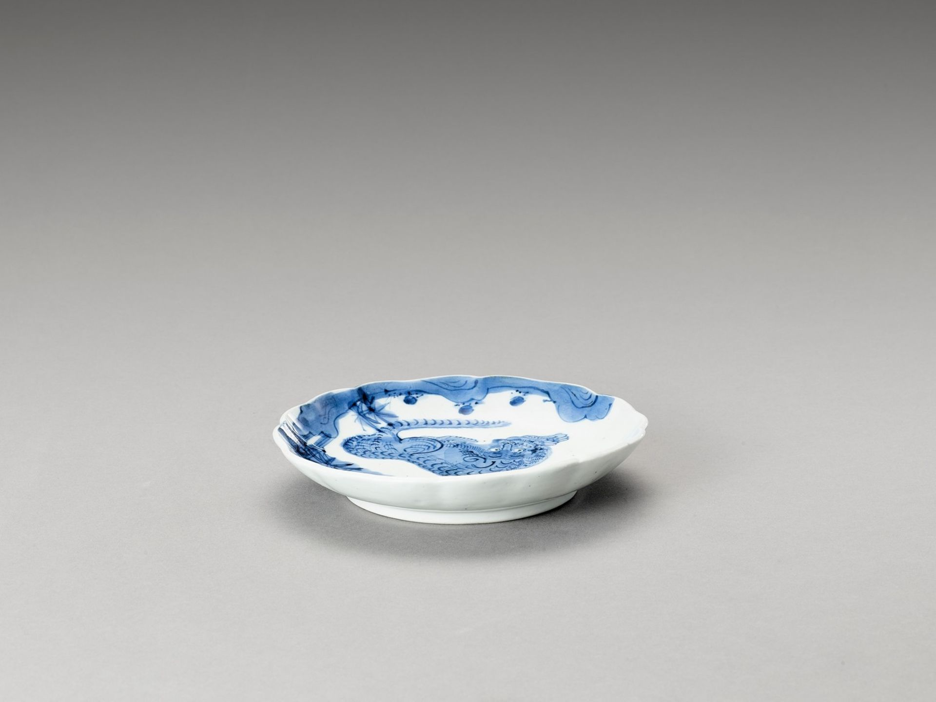 A BLUE AND WHITE LOBED PORCELAIN DISH WITH TIGER - Bild 4 aus 4