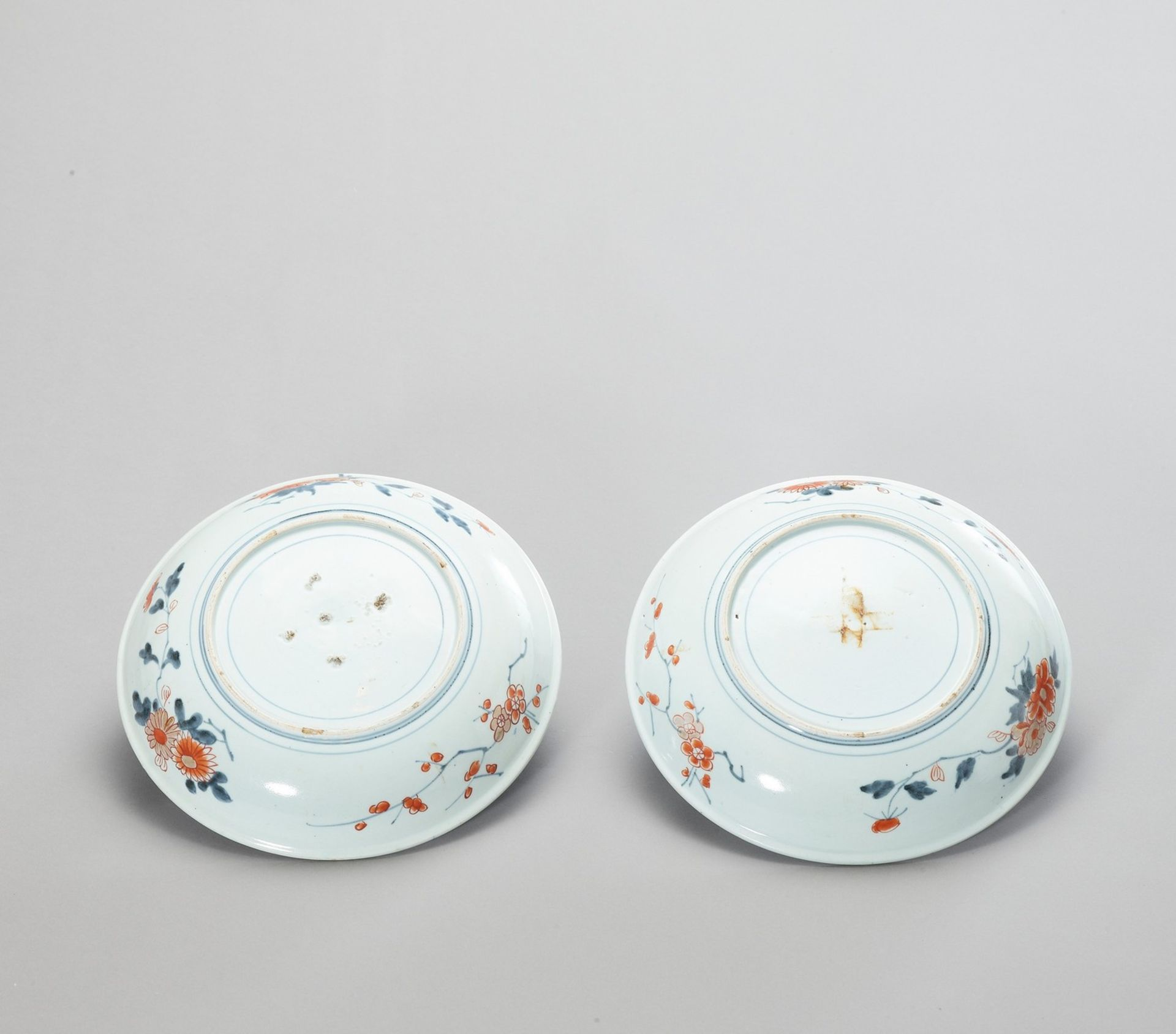 A PAIR OF IMARI PORCELAIN DISHES - Image 3 of 4