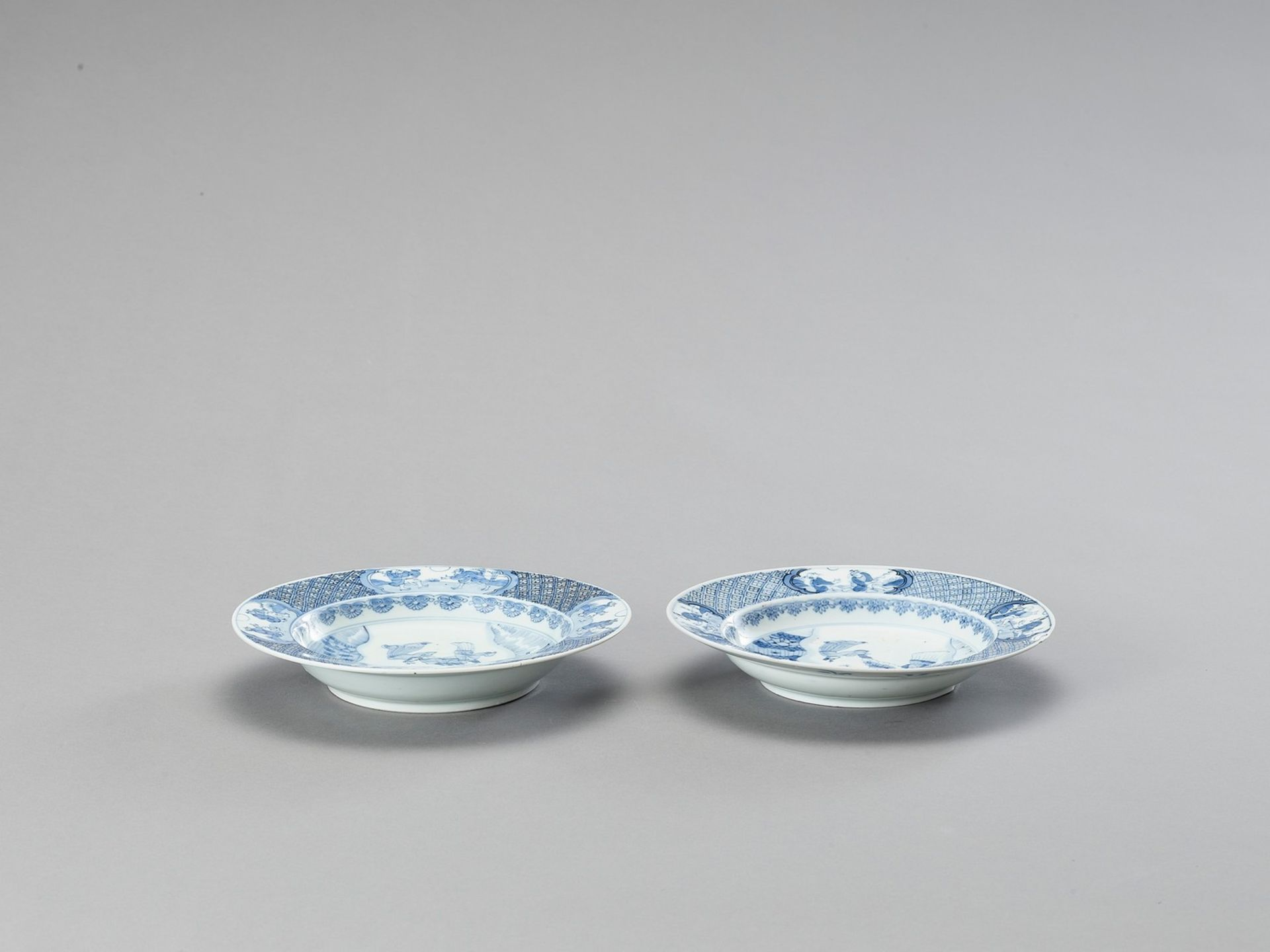 A PAIR OF BLUE AND WHITE PORCELAIN DISHES - Bild 4 aus 4