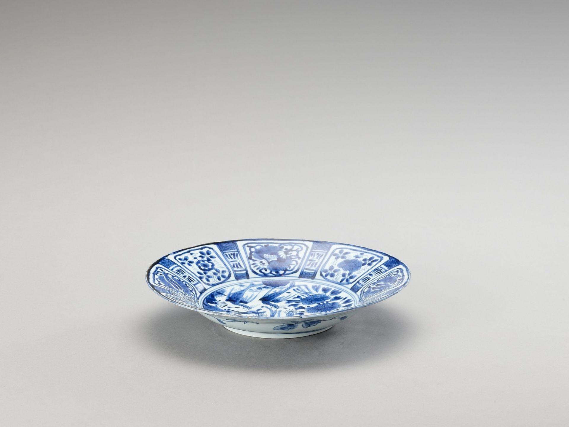 A BLUE AND WHITE PORCELAIN DISH - Bild 2 aus 4
