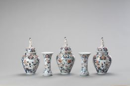 AN IMARI PORCELAIN FIVE-PIECE GARNITURE