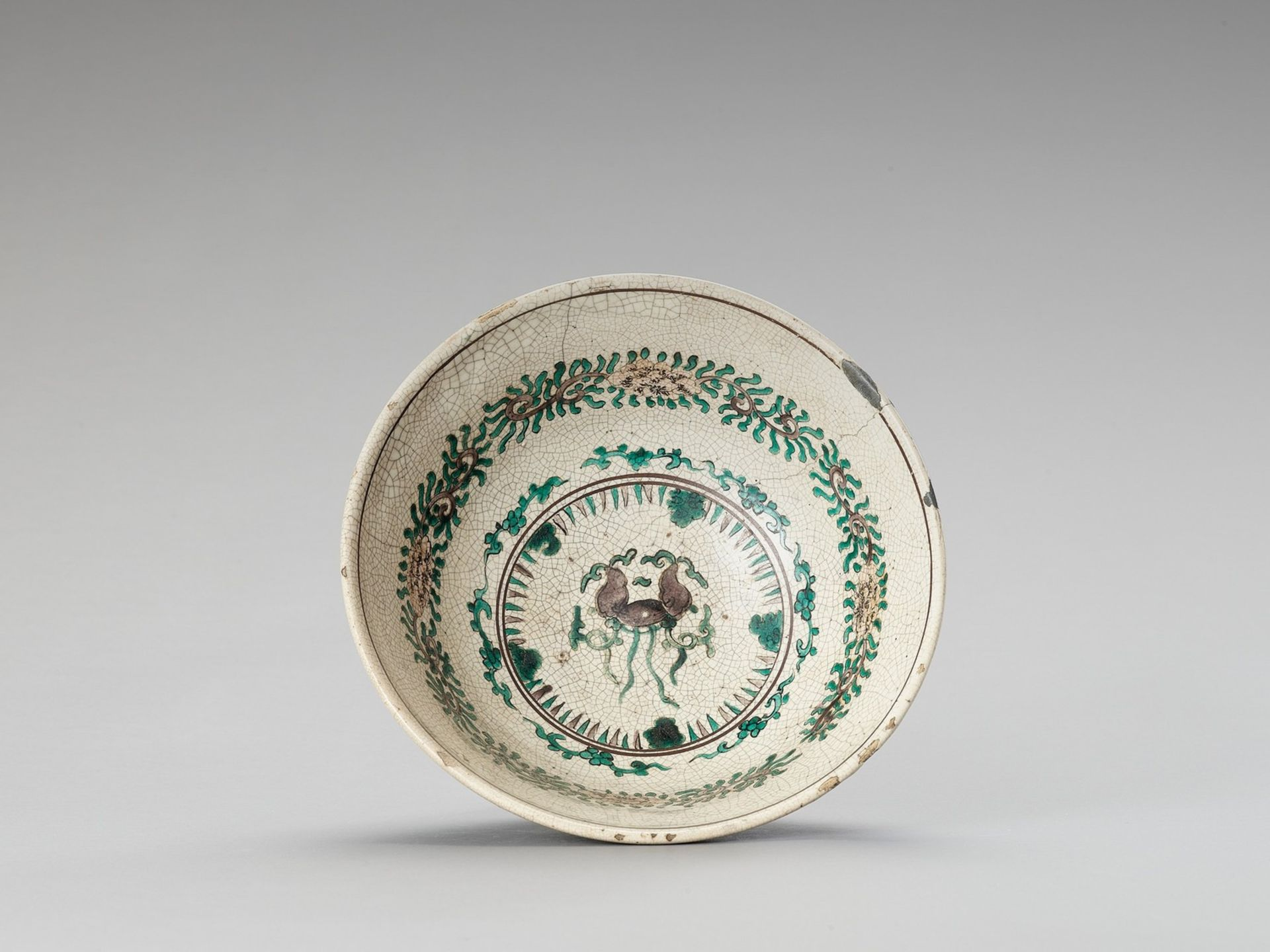A FAMILLE VERTE CRACKLE-GLAZED BOWL - Image 2 of 6