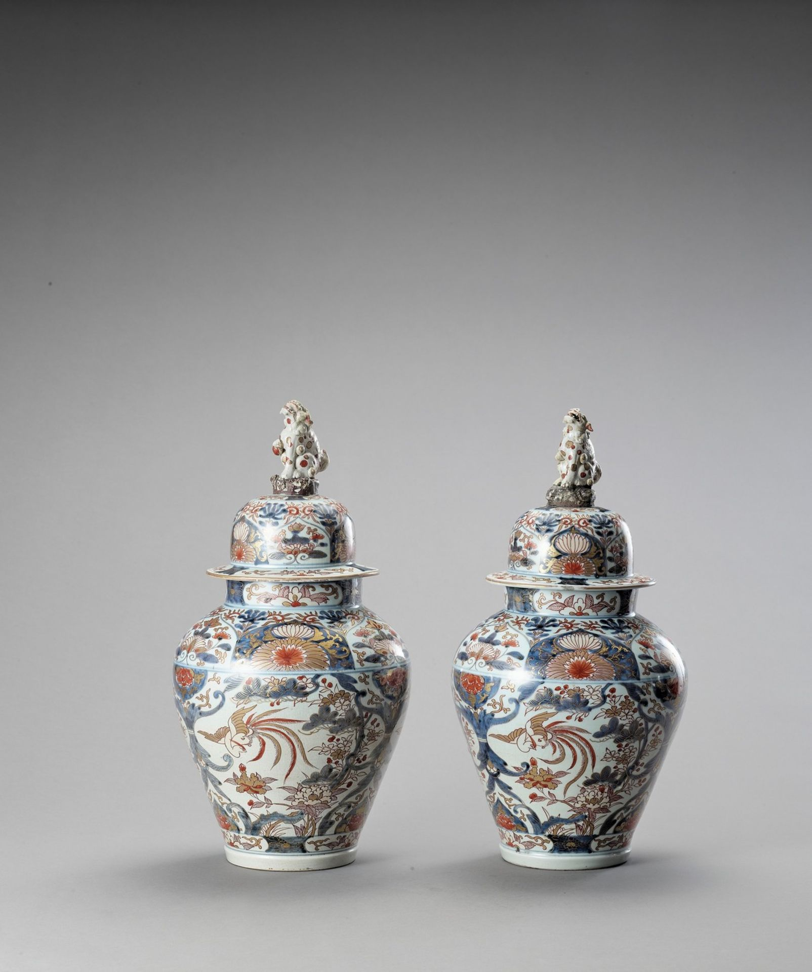 A LARGE PAIR OF IMARI PORCELAIN VASES AND COVERS