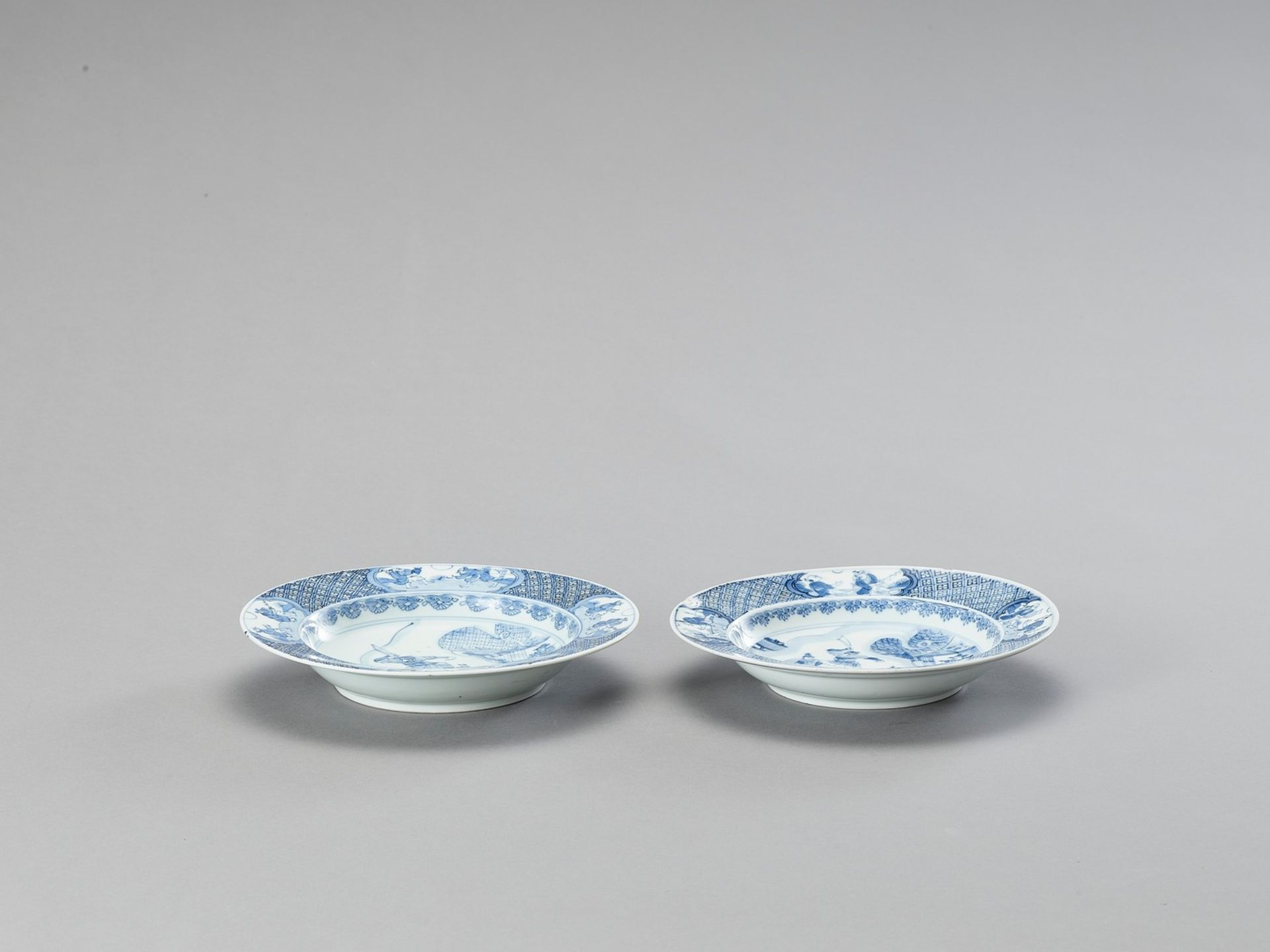 A PAIR OF BLUE AND WHITE PORCELAIN DISHES - Bild 2 aus 4