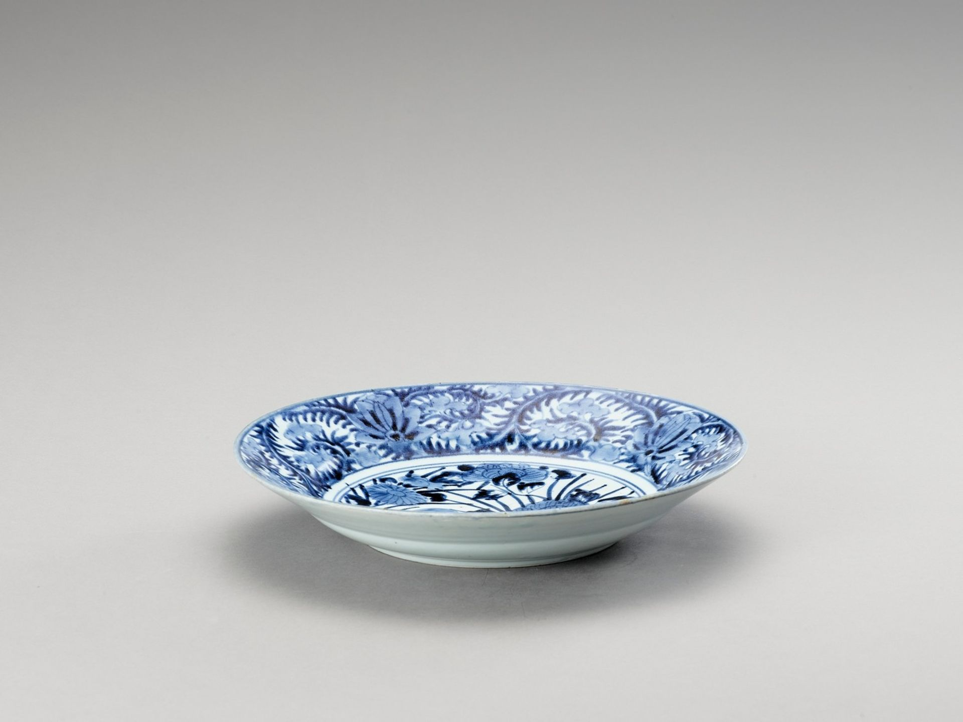 A BLUE AND WHITE 'FLORAL' PORCELAIN CHARGER - Image 2 of 4