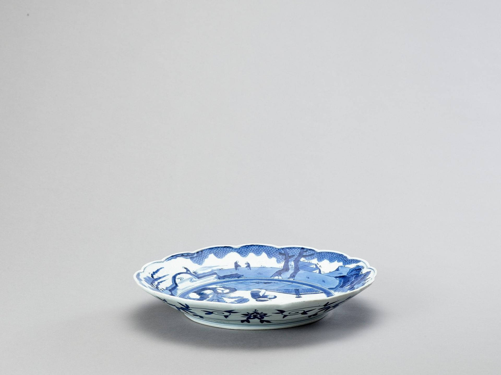 A LOBED ARITA PORCELAIN CHARGER - Image 2 of 4