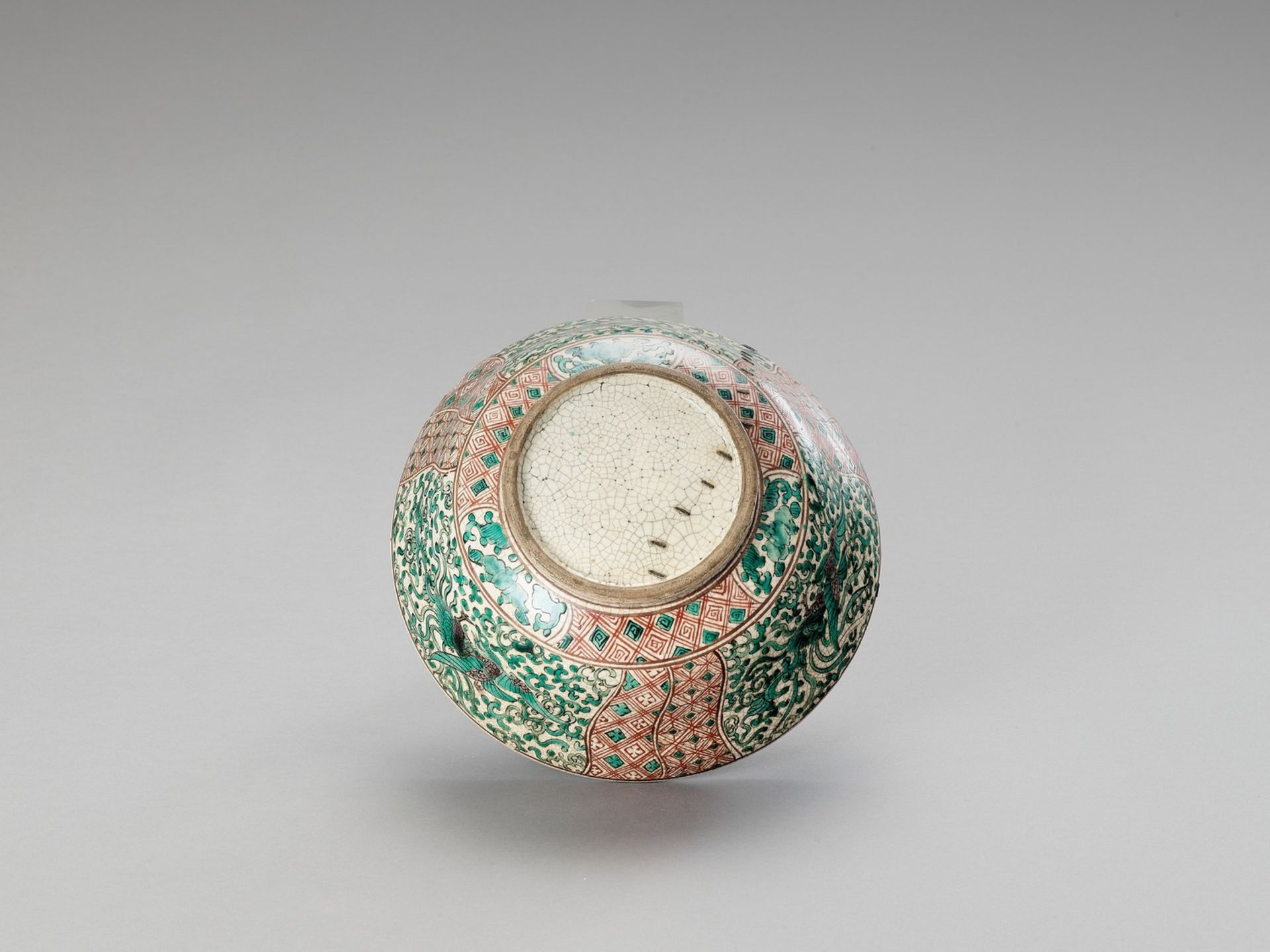 A FAMILLE VERTE CRACKLE-GLAZED BOWL - Image 6 of 6
