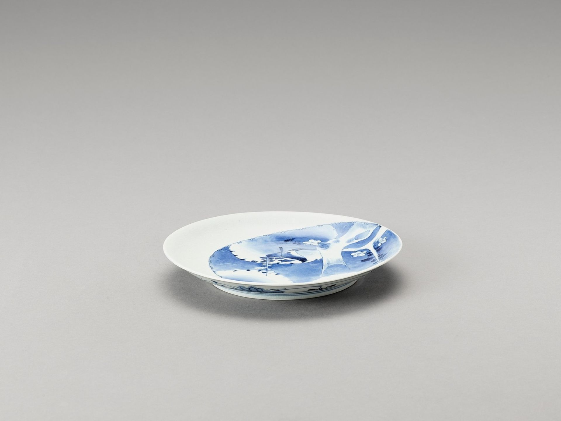 A BLUE AND WHITE PORCELAIN DISH - Image 4 of 4
