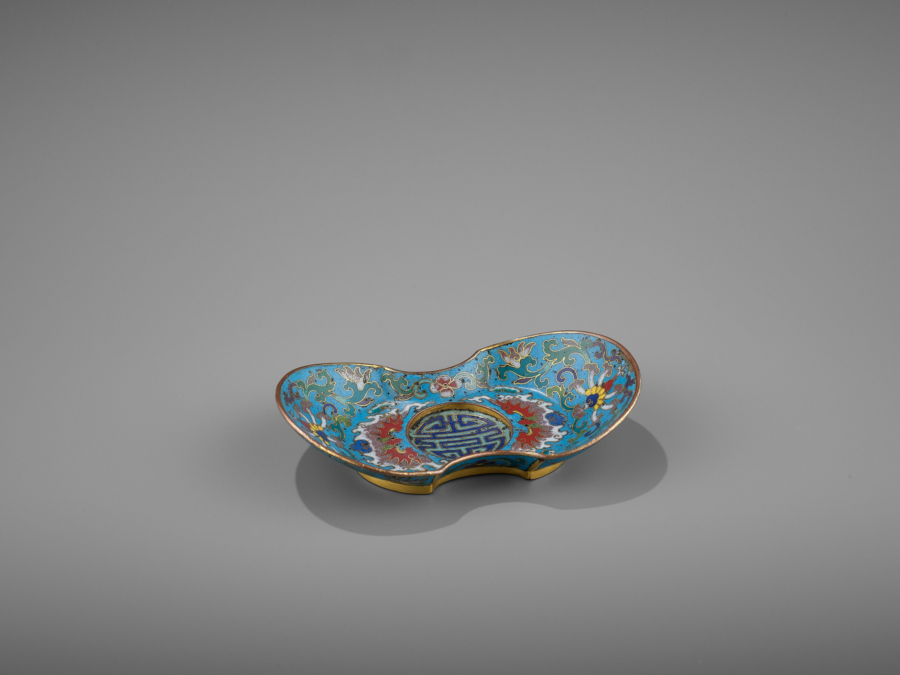 A CLOISONNE AND GILT-BRONZE 'DOUBLE HAPPINESS' CUP STAND, QIANLONG - Image 9 of 10