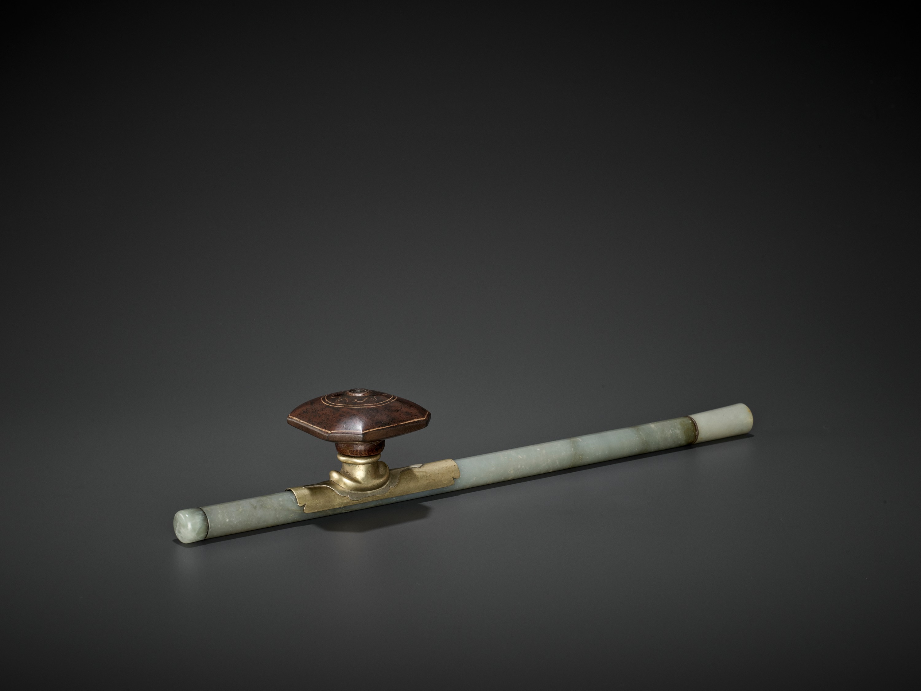 A JADE OPIUM PIPE, QING DYNASTY - Image 2 of 6