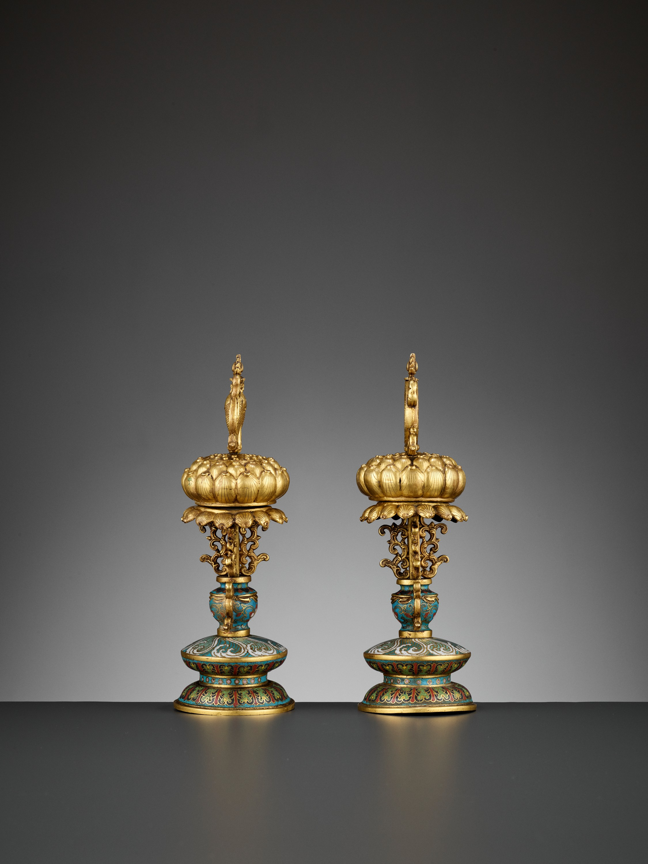 TWO BUDDHIST EMBLEMS, CLOISONNE ENAMEL AND GILT-BRONZE, QIANLONG PERIOD - Image 7 of 12
