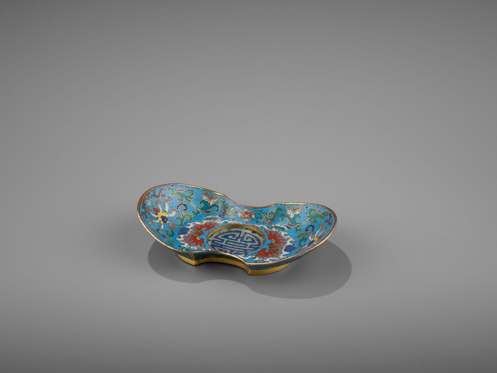 A CLOISONNE AND GILT-BRONZE 'DOUBLE HAPPINESS' CUP STAND, QIANLONG - Bild 2 aus 10