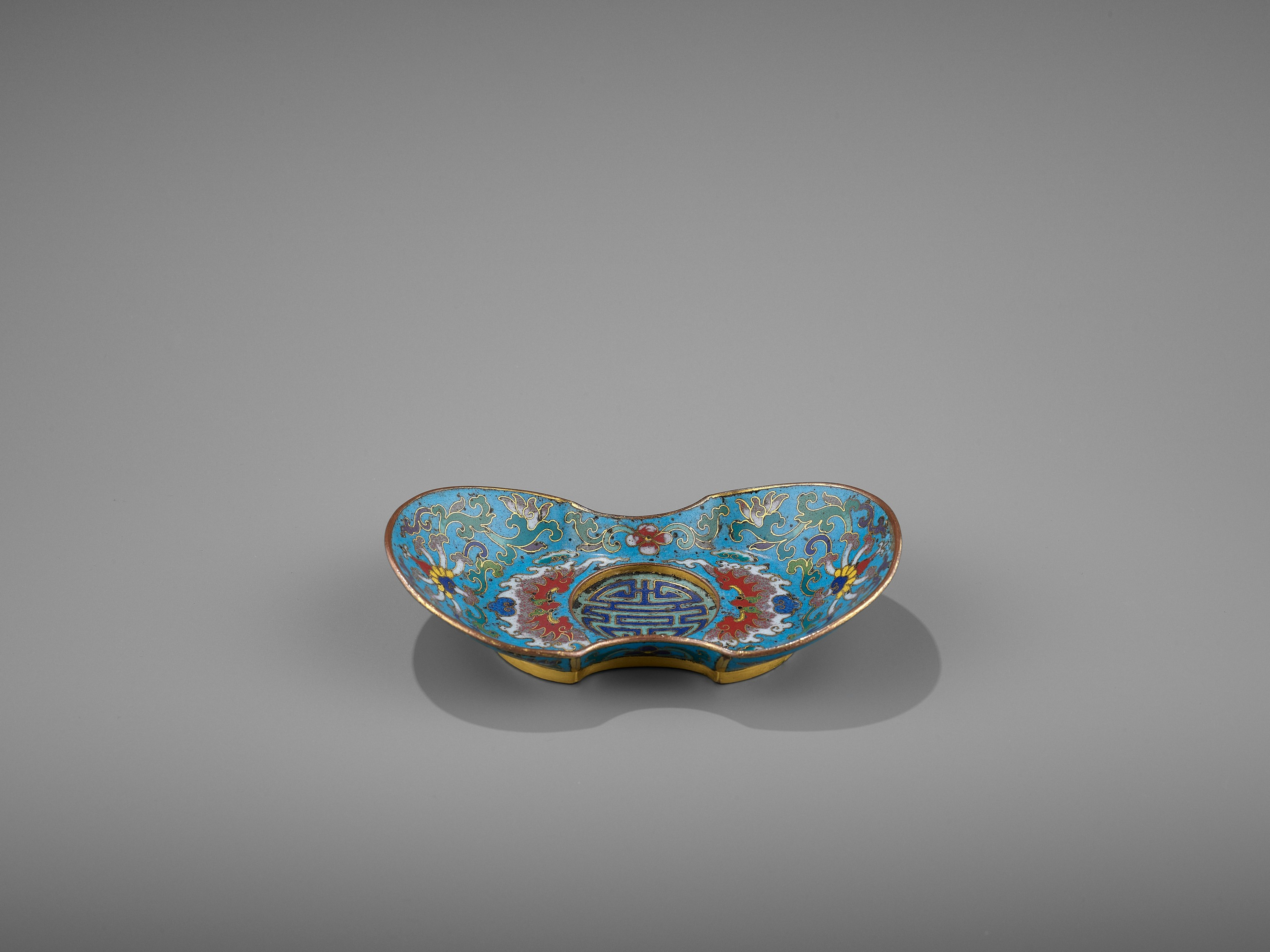 A CLOISONNE AND GILT-BRONZE 'DOUBLE HAPPINESS' CUP STAND, QIANLONG - Image 5 of 10