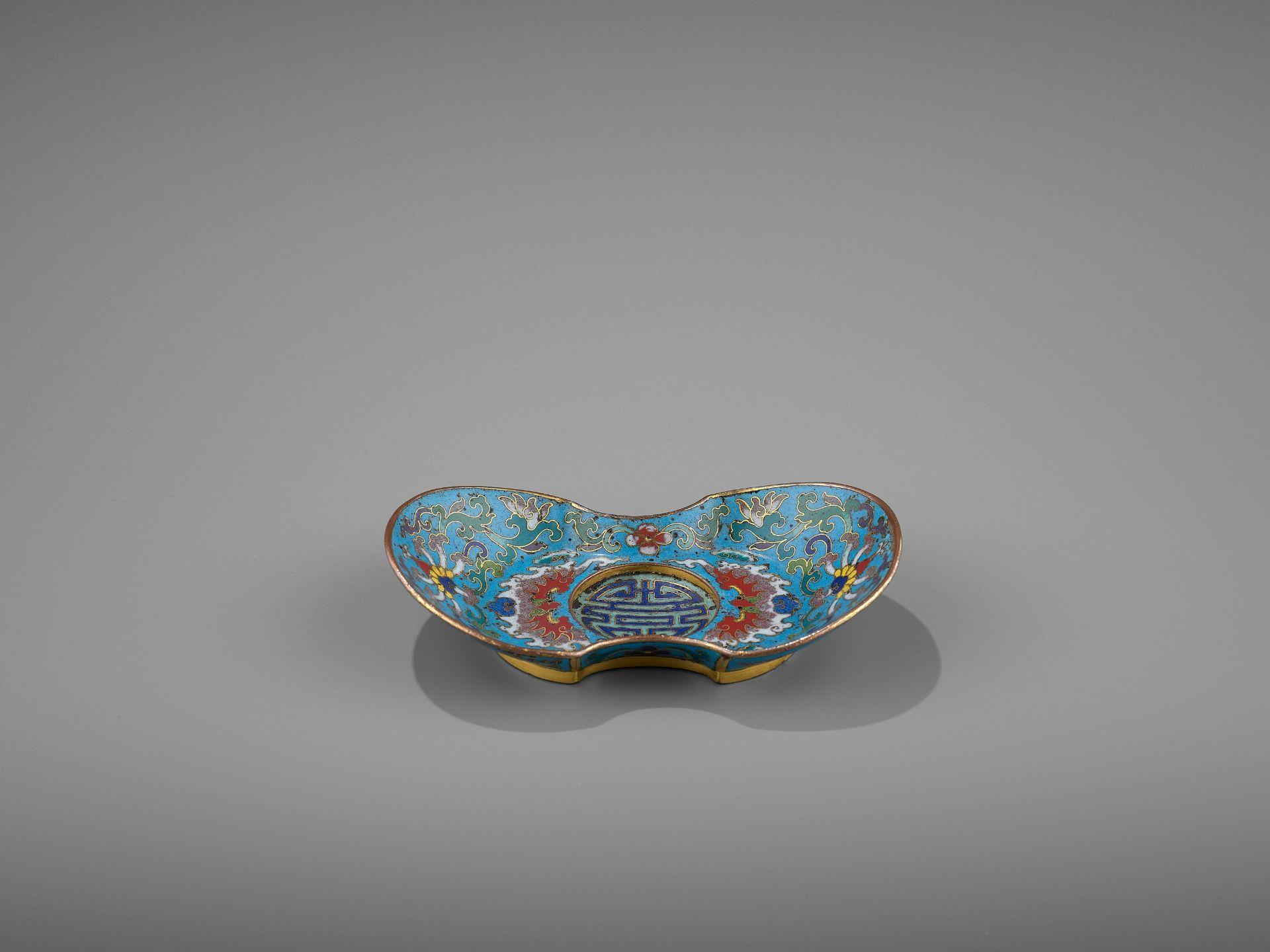 A CLOISONNE AND GILT-BRONZE 'DOUBLE HAPPINESS' CUP STAND, QIANLONG - Bild 5 aus 10