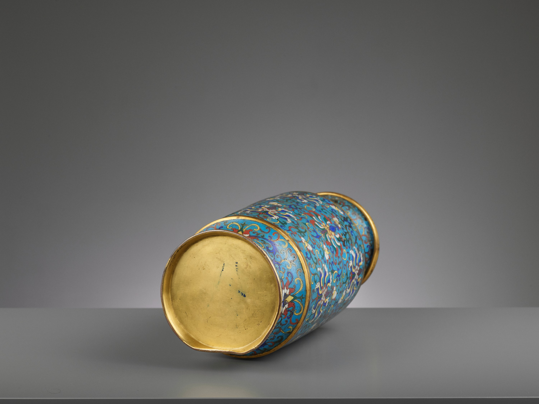A CLOISONNE ENAMEL LANTERN VASE, JIAQING - Image 6 of 7