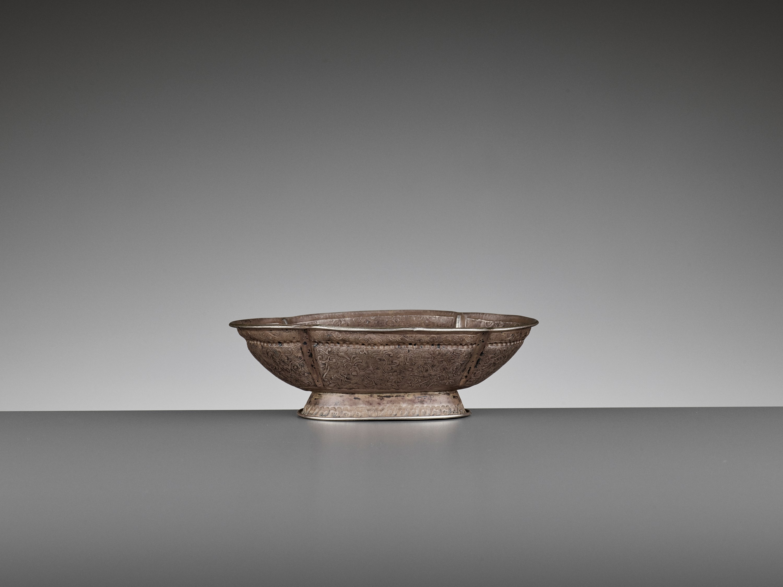 A SILVER REPOUSSE QUATREFOIL BOWL, MING DYNASTY - Image 6 of 8