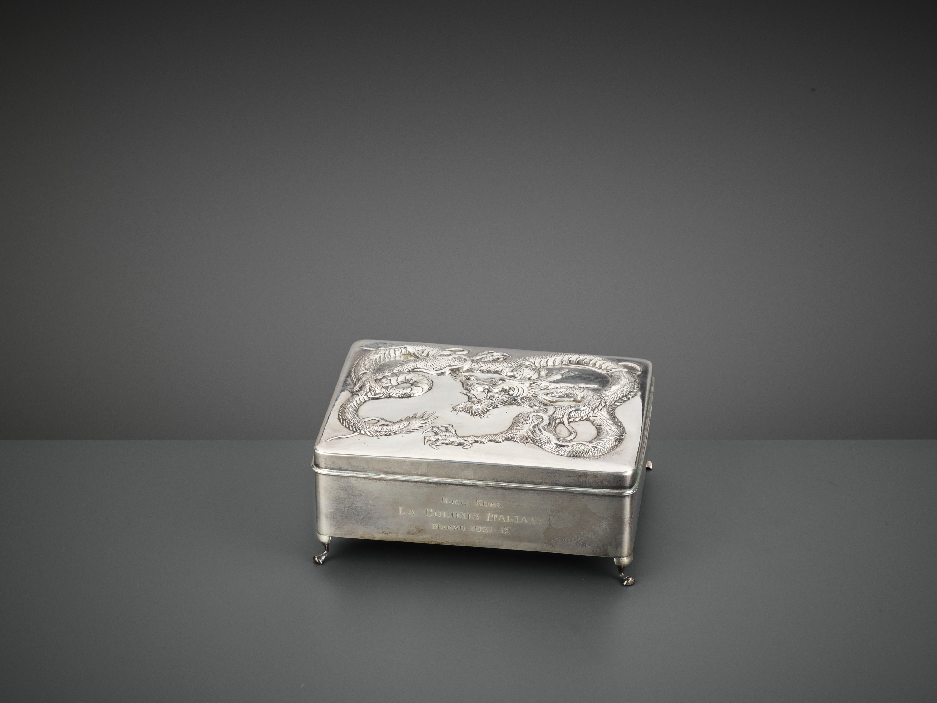 A SILVER REPOUSSE 'DRAGON' BOX AND COVER, WANG HING, LATE QING TO REPUBLIC - Image 2 of 10