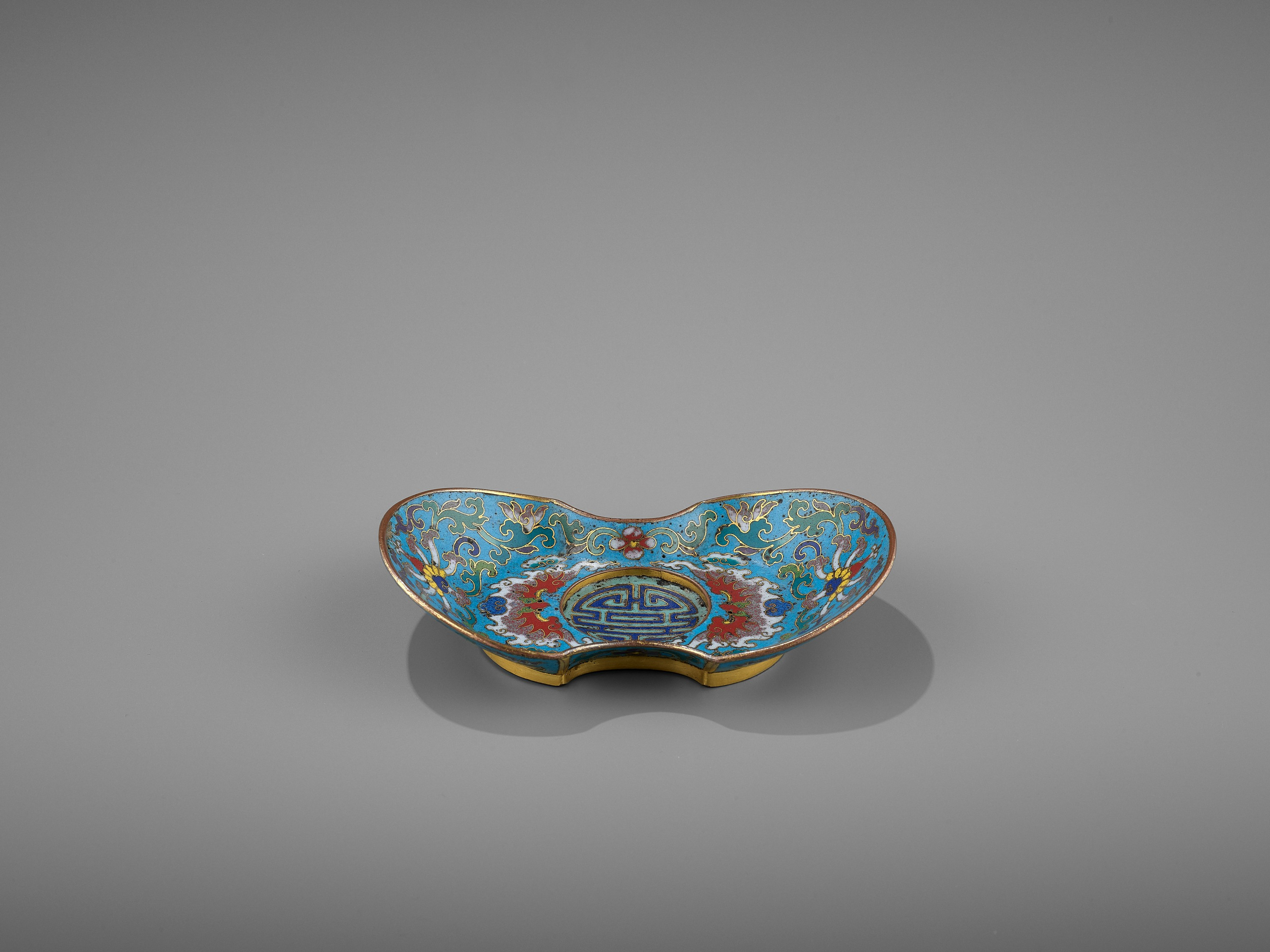 A CLOISONNE AND GILT-BRONZE 'DOUBLE HAPPINESS' CUP STAND, QIANLONG - Image 8 of 10