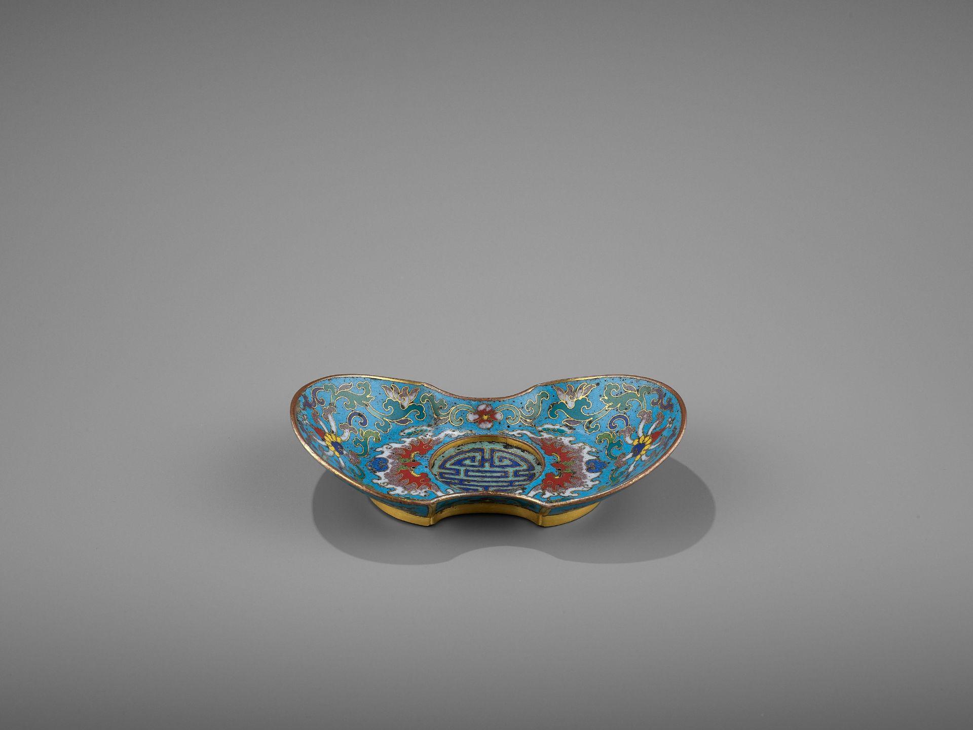 A CLOISONNE AND GILT-BRONZE 'DOUBLE HAPPINESS' CUP STAND, QIANLONG - Bild 8 aus 10