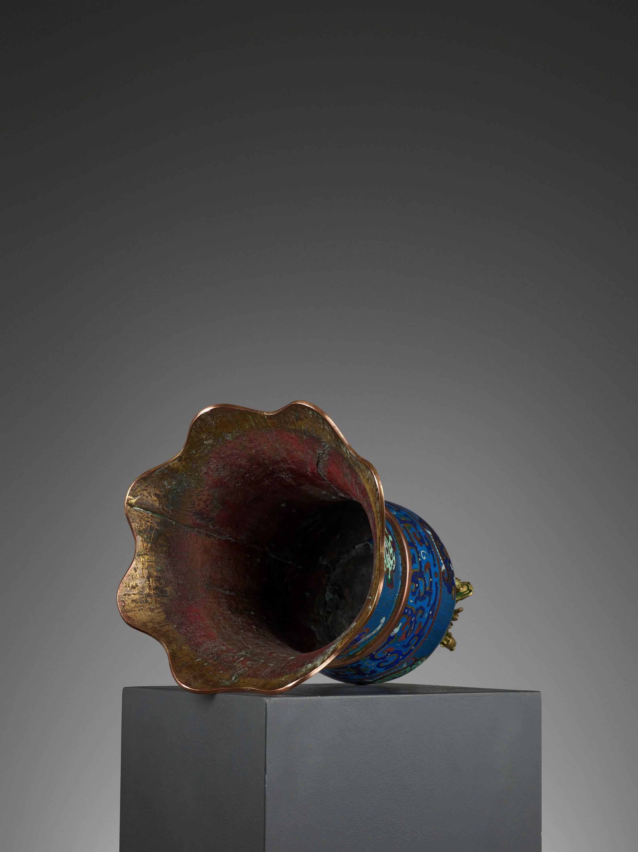 A MASSIVE CLOISONNE ENAMEL BELL, QING DYNASTY - Image 11 of 11