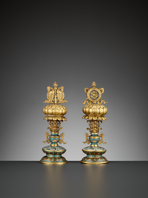 TWO BUDDHIST EMBLEMS, CLOISONNE ENAMEL AND GILT-BRONZE, QIANLONG PERIOD - Image 9 of 12