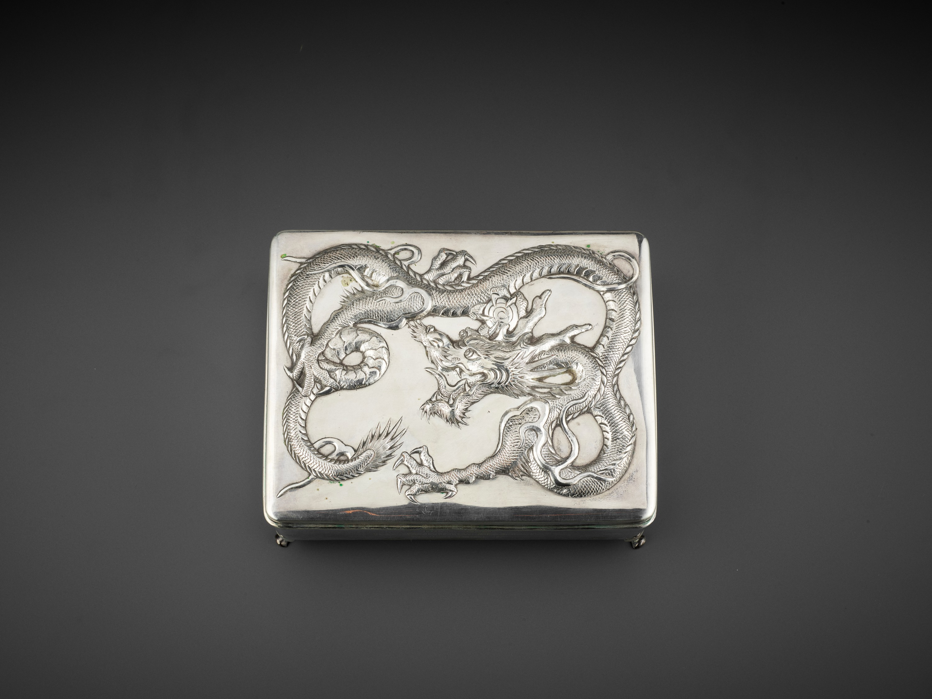 A SILVER REPOUSSE 'DRAGON' BOX AND COVER, WANG HING, LATE QING TO REPUBLIC - Image 3 of 10