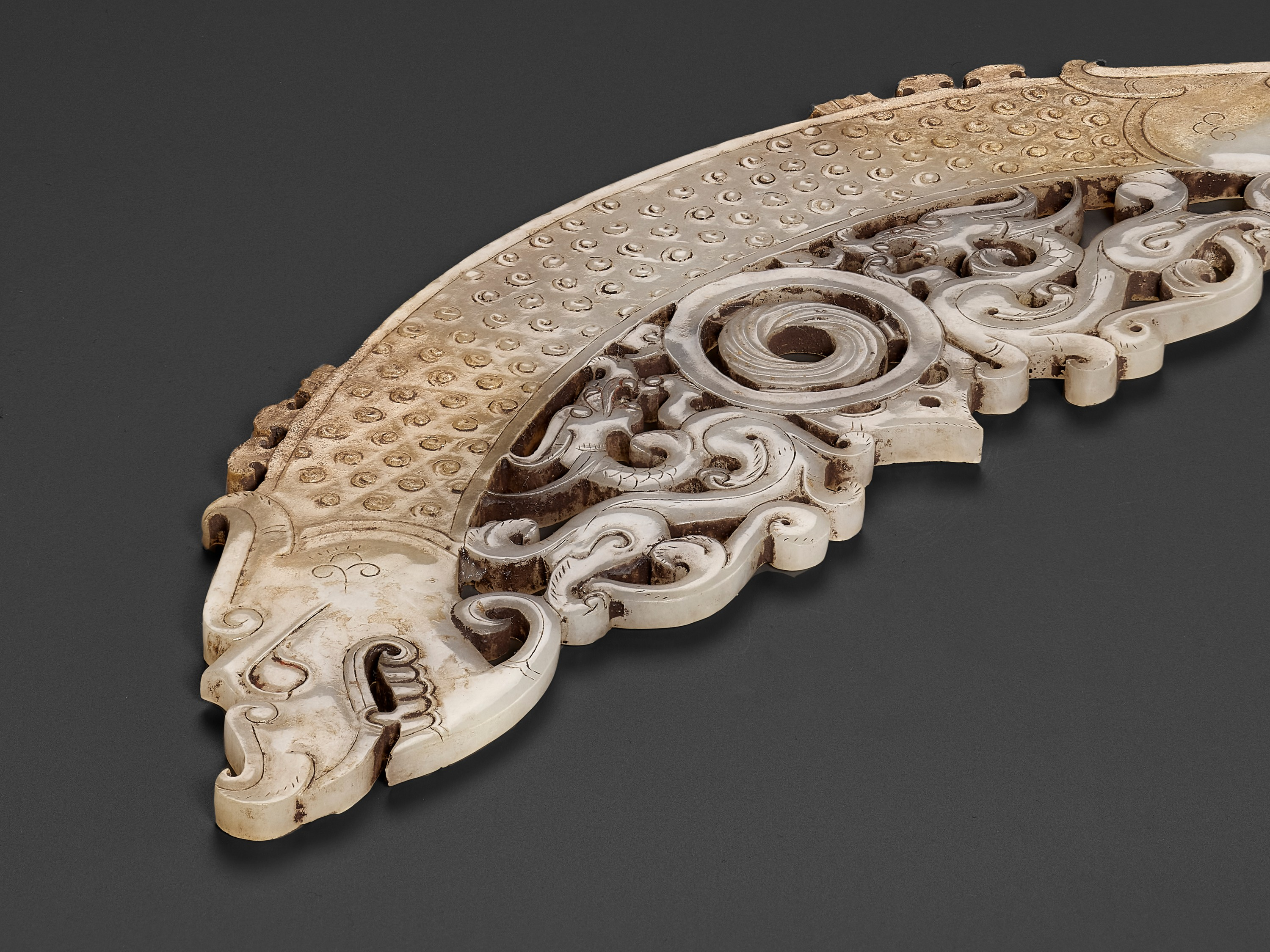 A WHITE AND RUSSET JADE 'DOUBLE DRAGON' PENDANT, HUANG, LATE EASTERN ZHOU TO HAN - Image 3 of 9