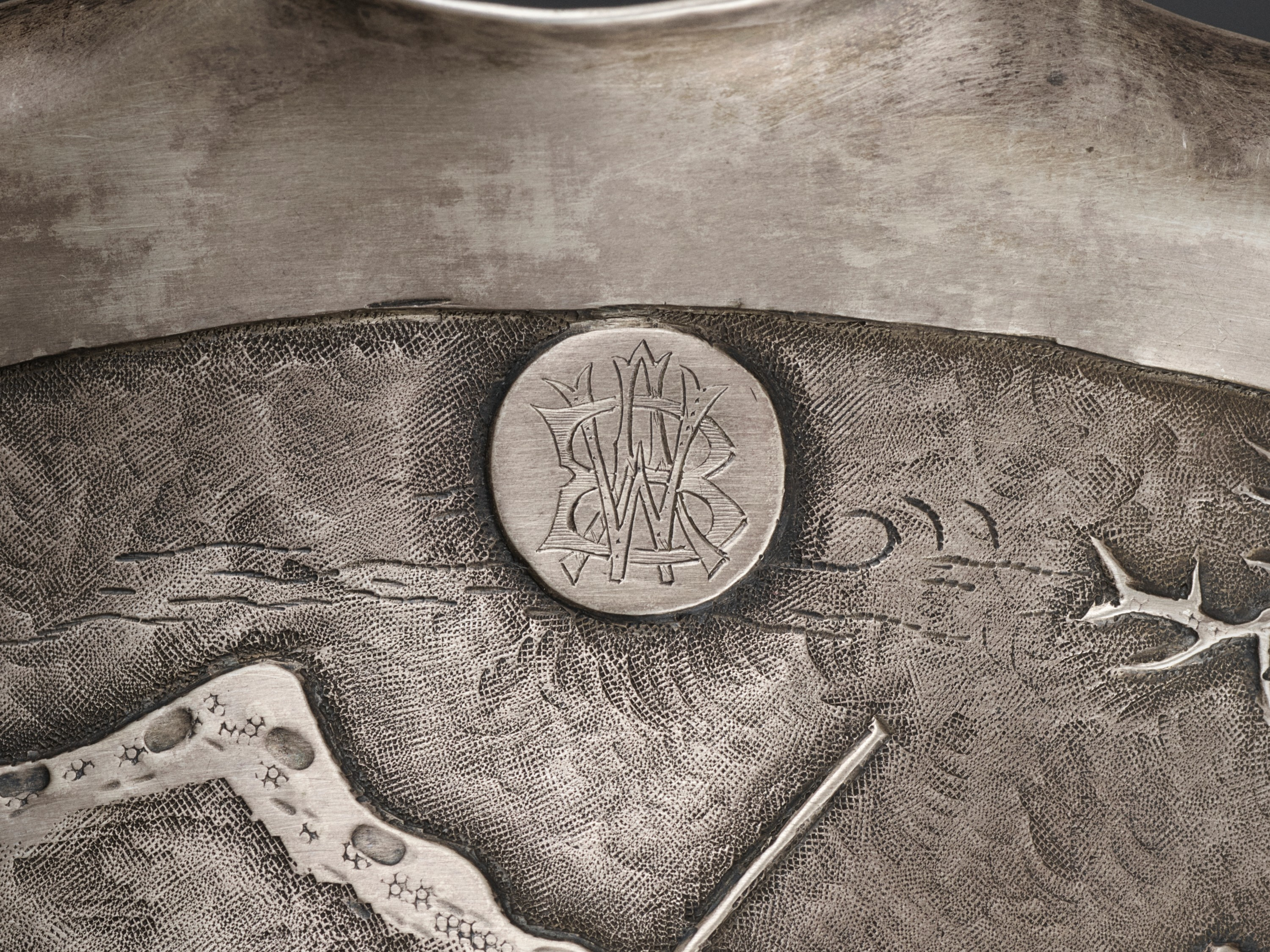 A SILVER REPOUSSE 'WEIQI PLAYERS' BOWL BY KWONG MAN SHING - Image 8 of 9