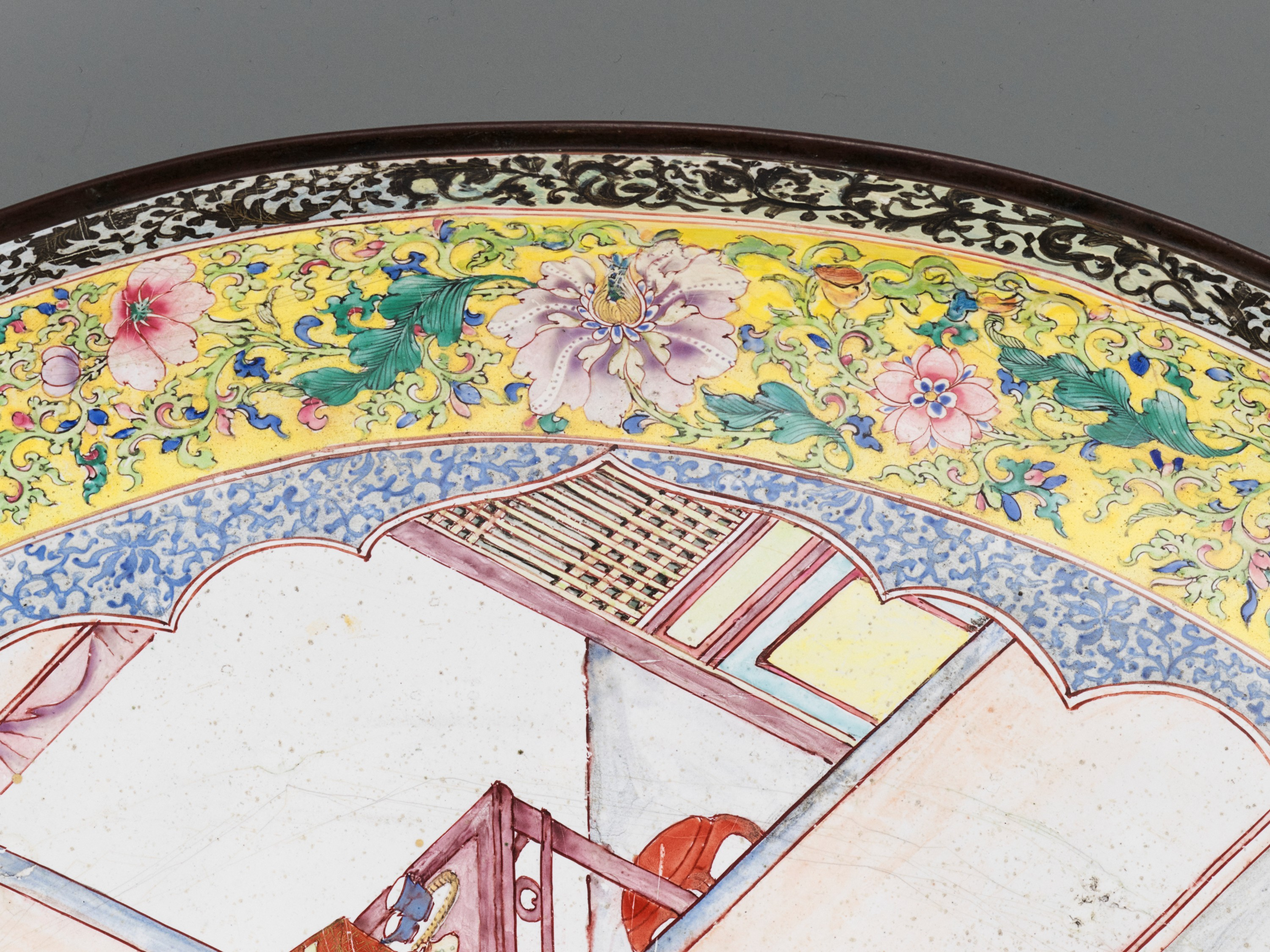 AN EXCEPTIONAL AND VERY LARGE CANTON ENAMEL 'SCHOLARS' DISH, EARLY 18TH CENTURY - Image 10 of 12