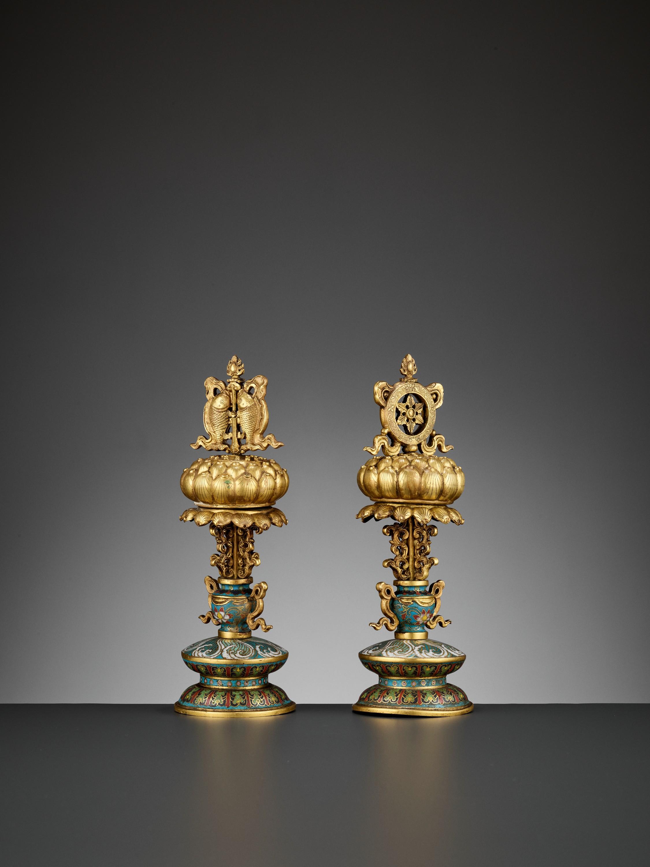 TWO BUDDHIST EMBLEMS, CLOISONNE ENAMEL AND GILT-BRONZE, QIANLONG PERIOD - Image 6 of 12