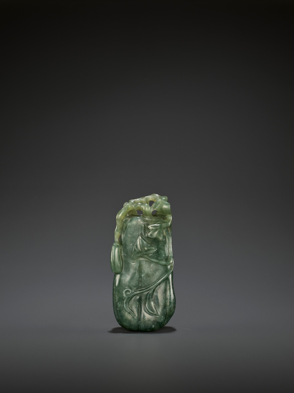 A DARK GREEN JADEITE 'MELON' SOLIFLORE VASE, QING - Image 2 of 9
