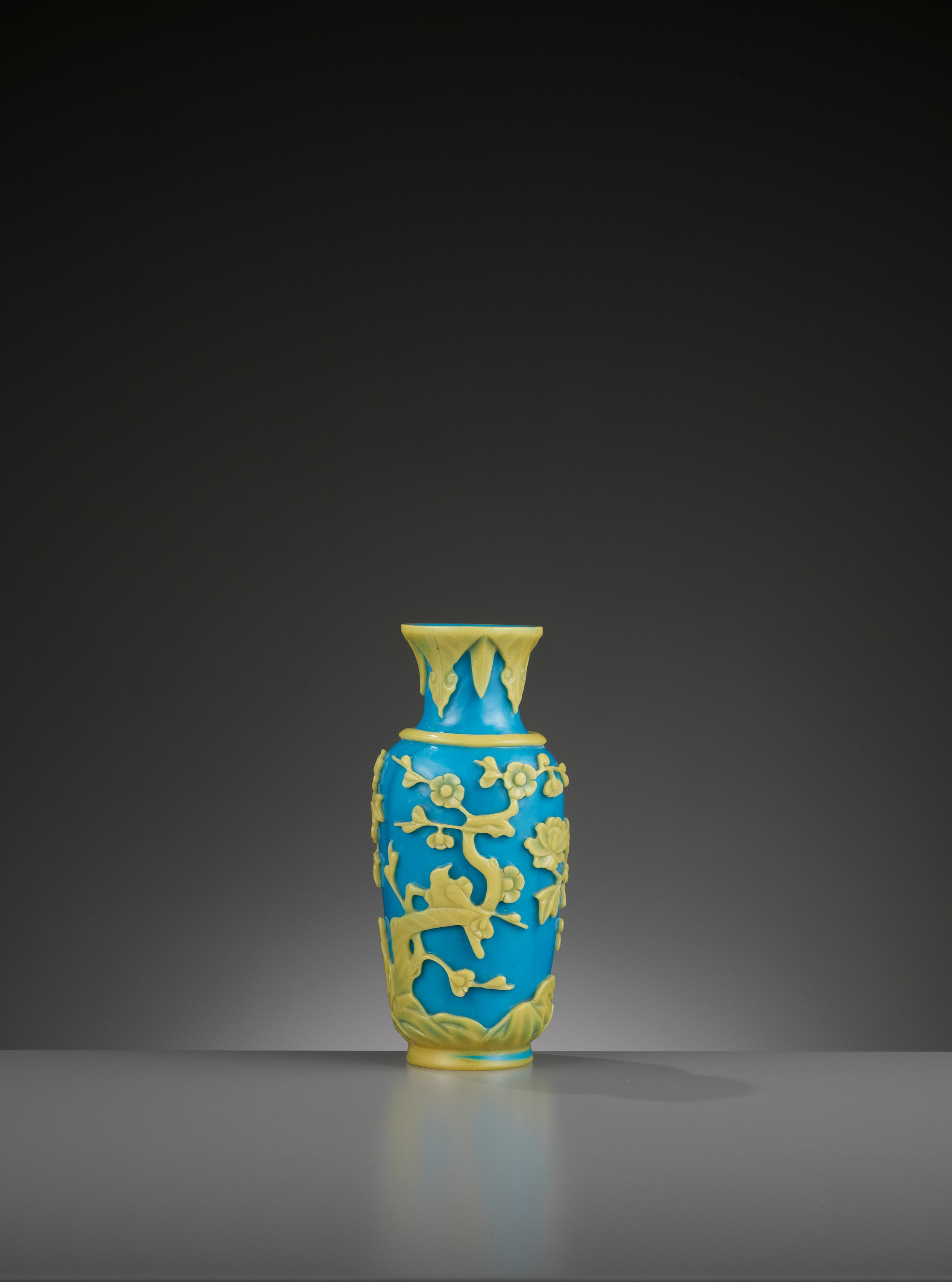 A YELLOW OVERLAY TURQUOISE GLASS VASE, TONGZHI MARK AND PERIOD - Image 5 of 9