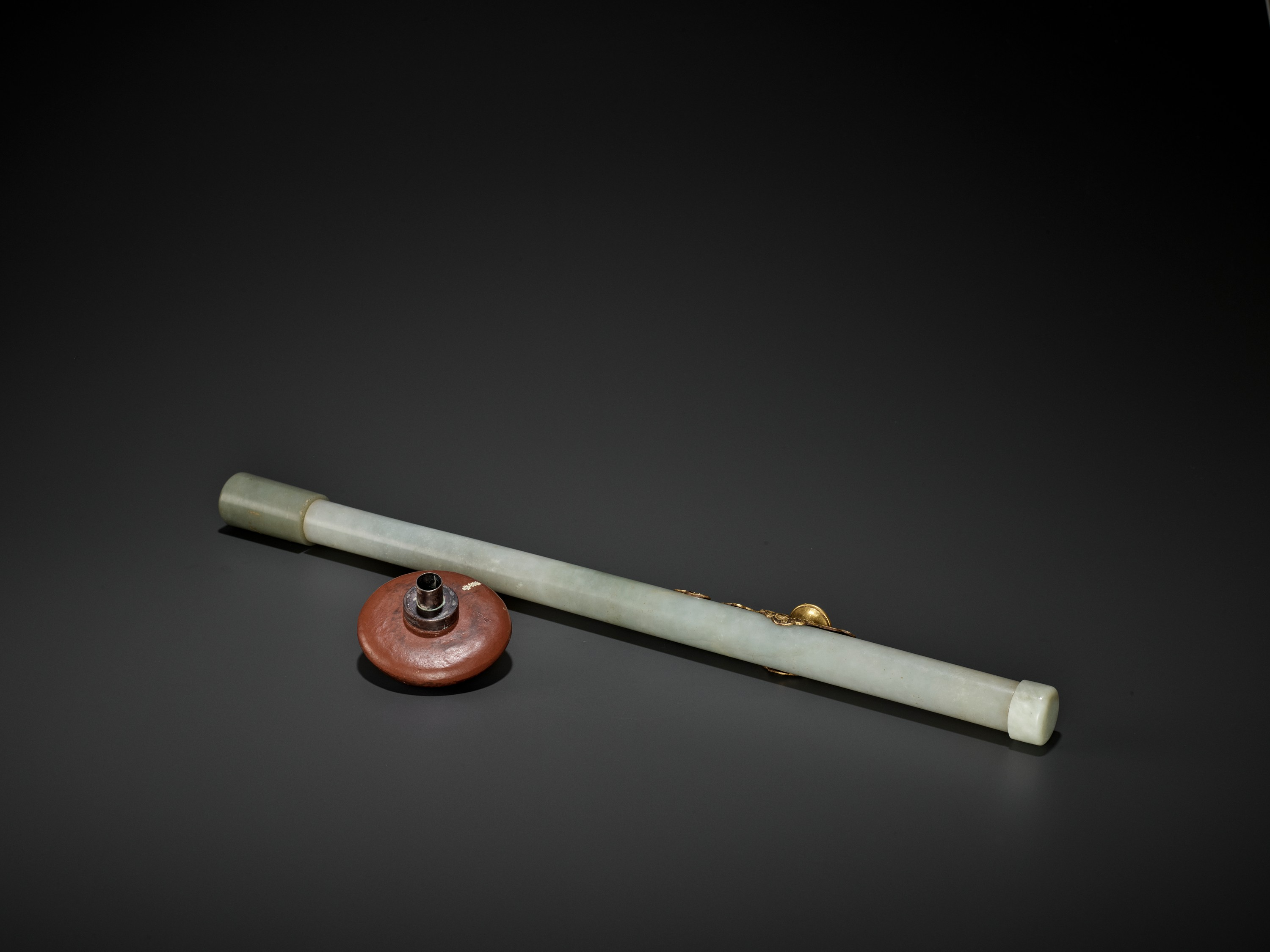 A JADE AND GILT-BRONZE 'WUFU' OPIUM PIPE, QING DYNASTY - Image 8 of 9