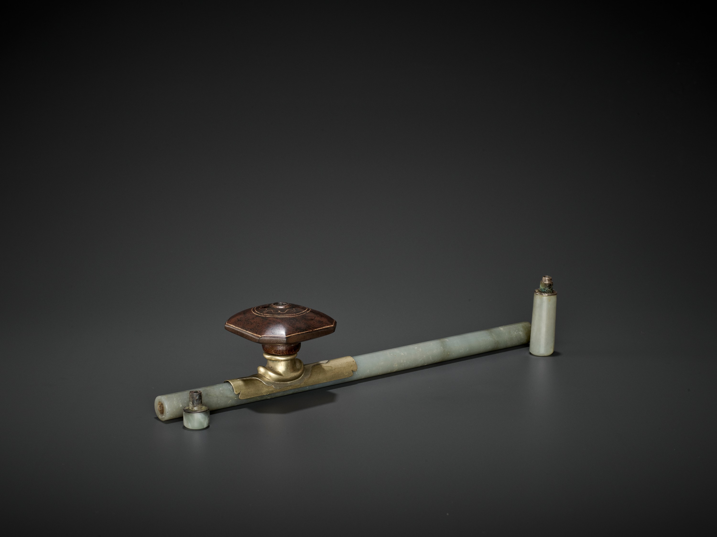 A JADE OPIUM PIPE, QING DYNASTY - Image 5 of 6