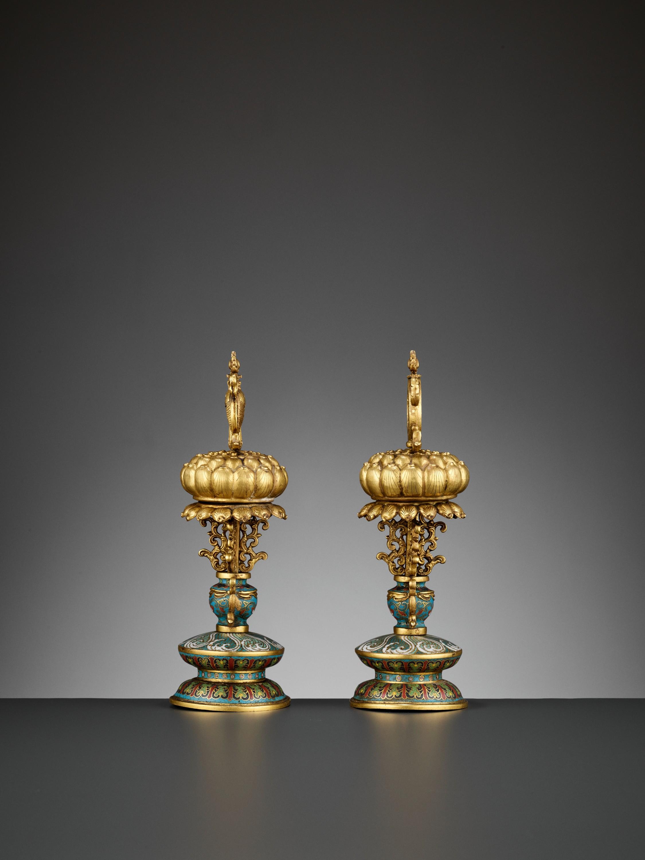 TWO BUDDHIST EMBLEMS, CLOISONNE ENAMEL AND GILT-BRONZE, QIANLONG PERIOD - Image 8 of 12