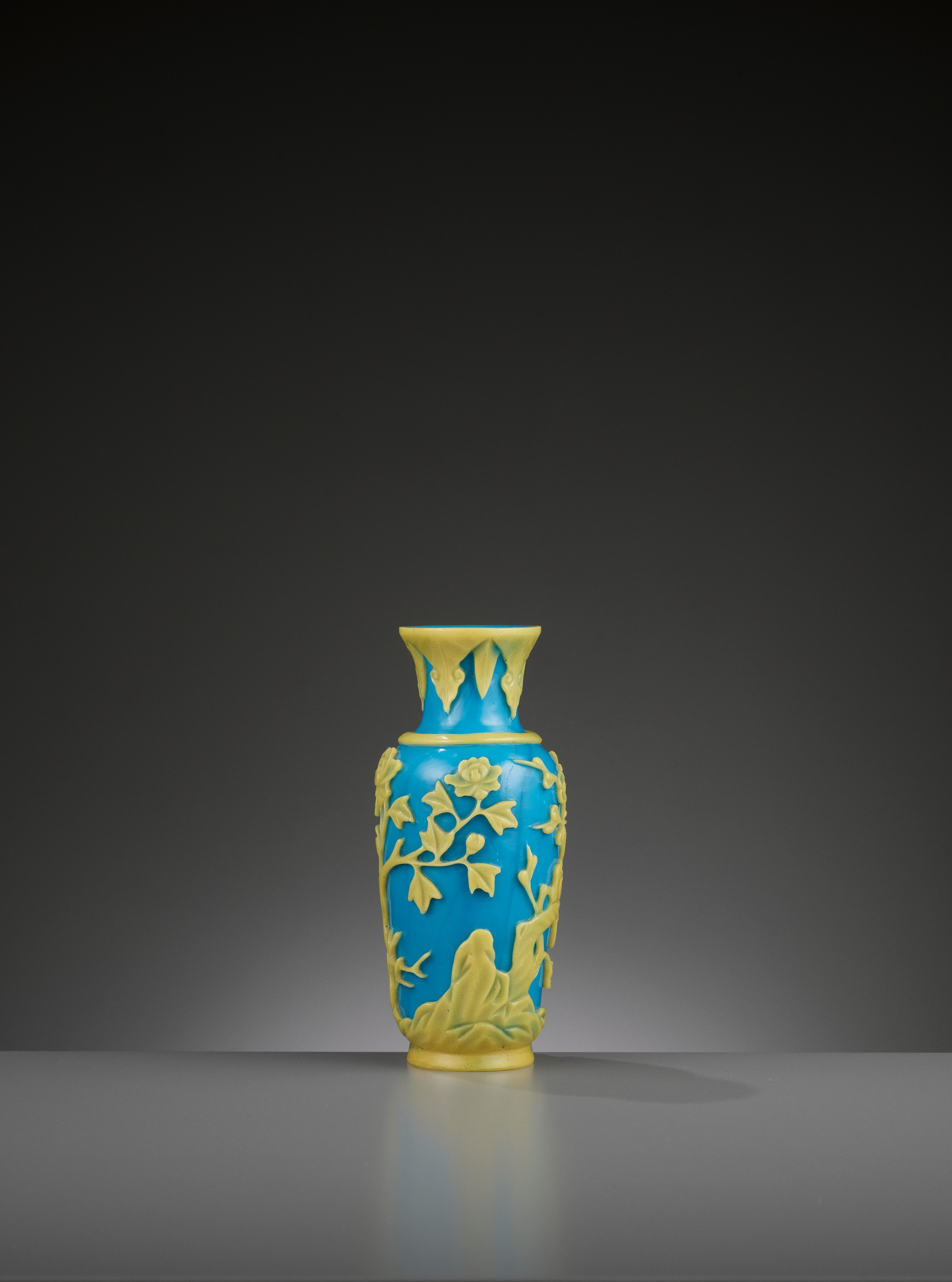 A YELLOW OVERLAY TURQUOISE GLASS VASE, TONGZHI MARK AND PERIOD - Image 4 of 9