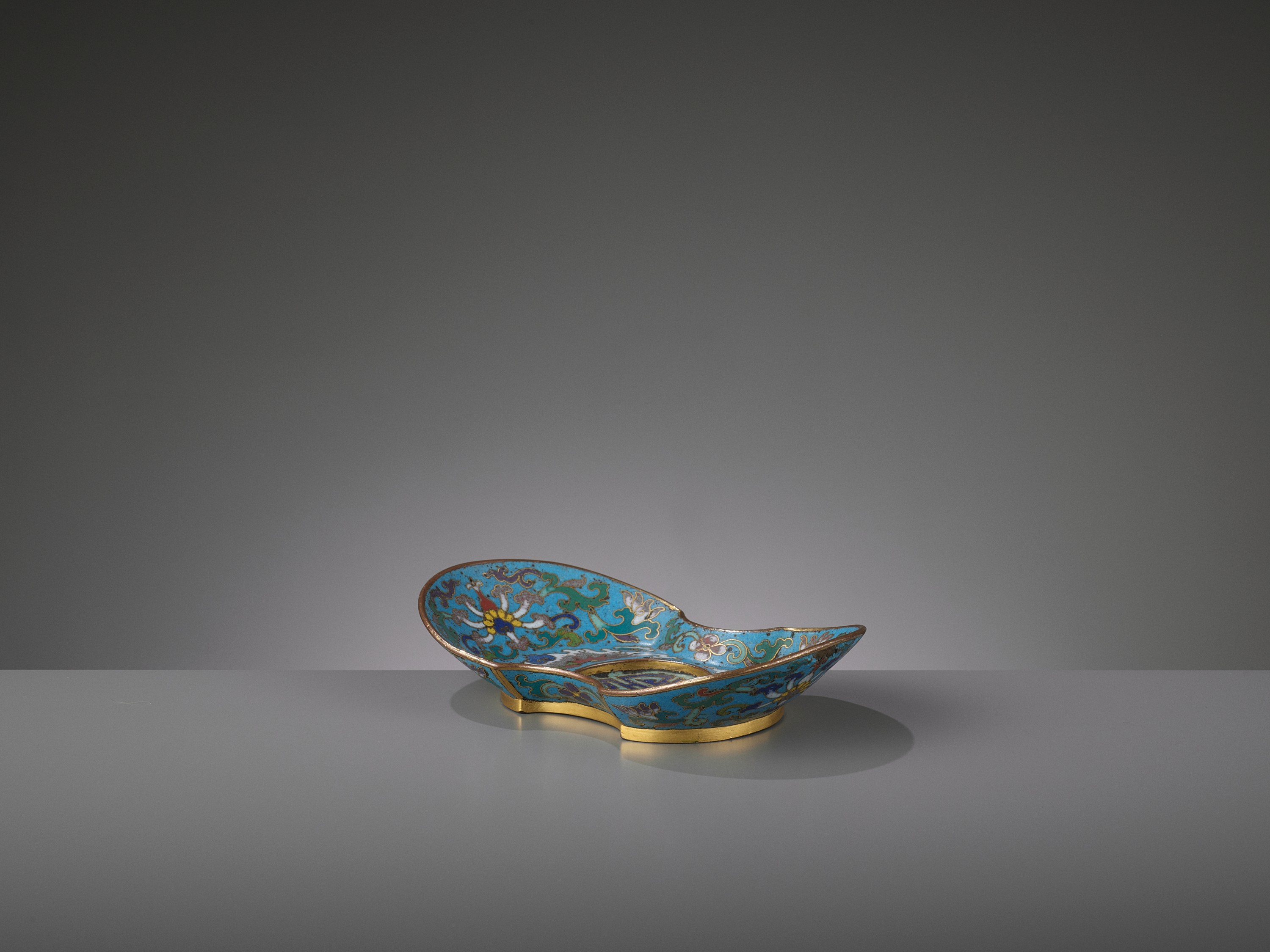 A CLOISONNE AND GILT-BRONZE 'DOUBLE HAPPINESS' CUP STAND, QIANLONG - Image 7 of 10